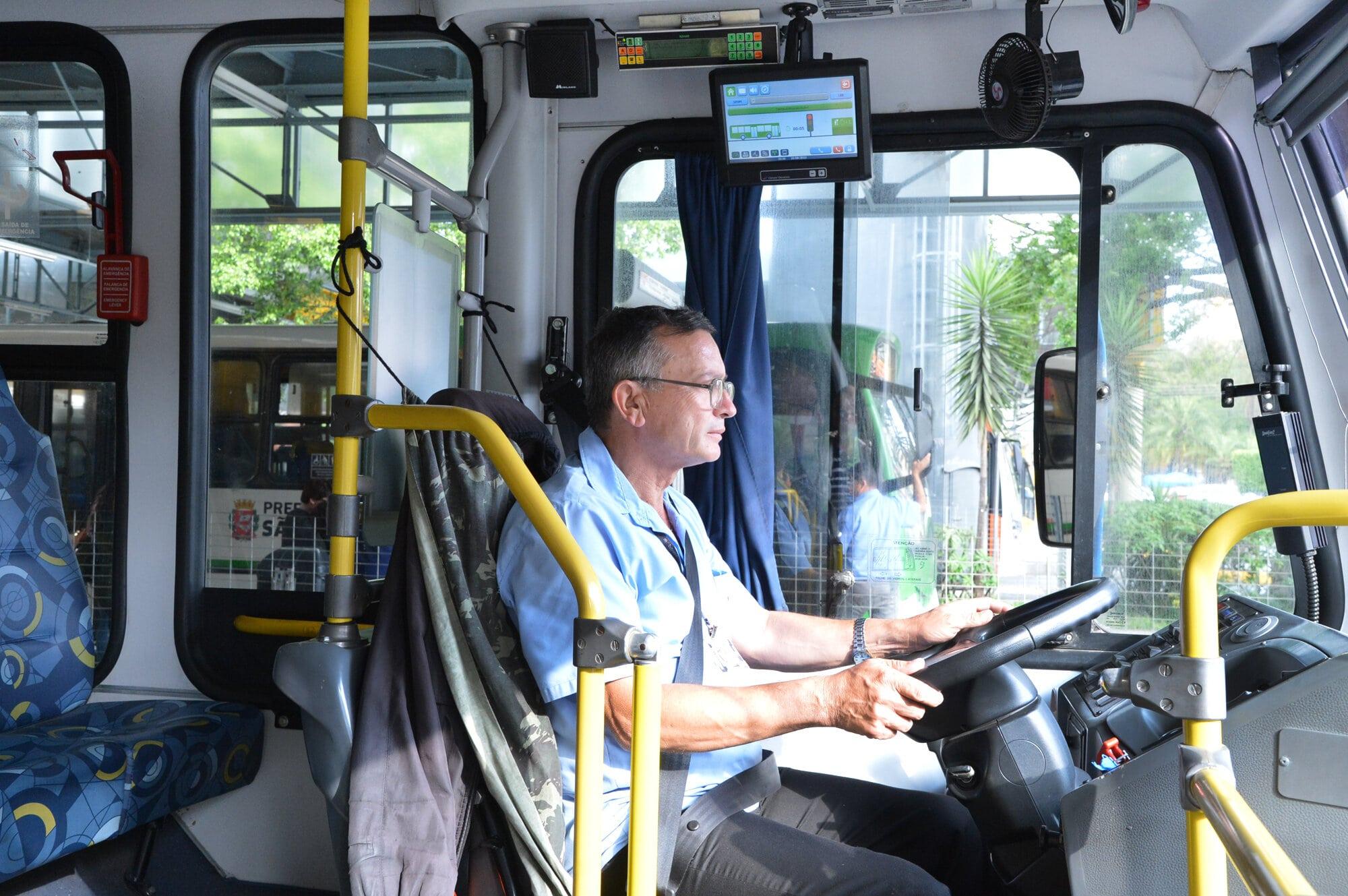 IMAGEM: SP começa vacinação de motoristas e cobradores de ônibus