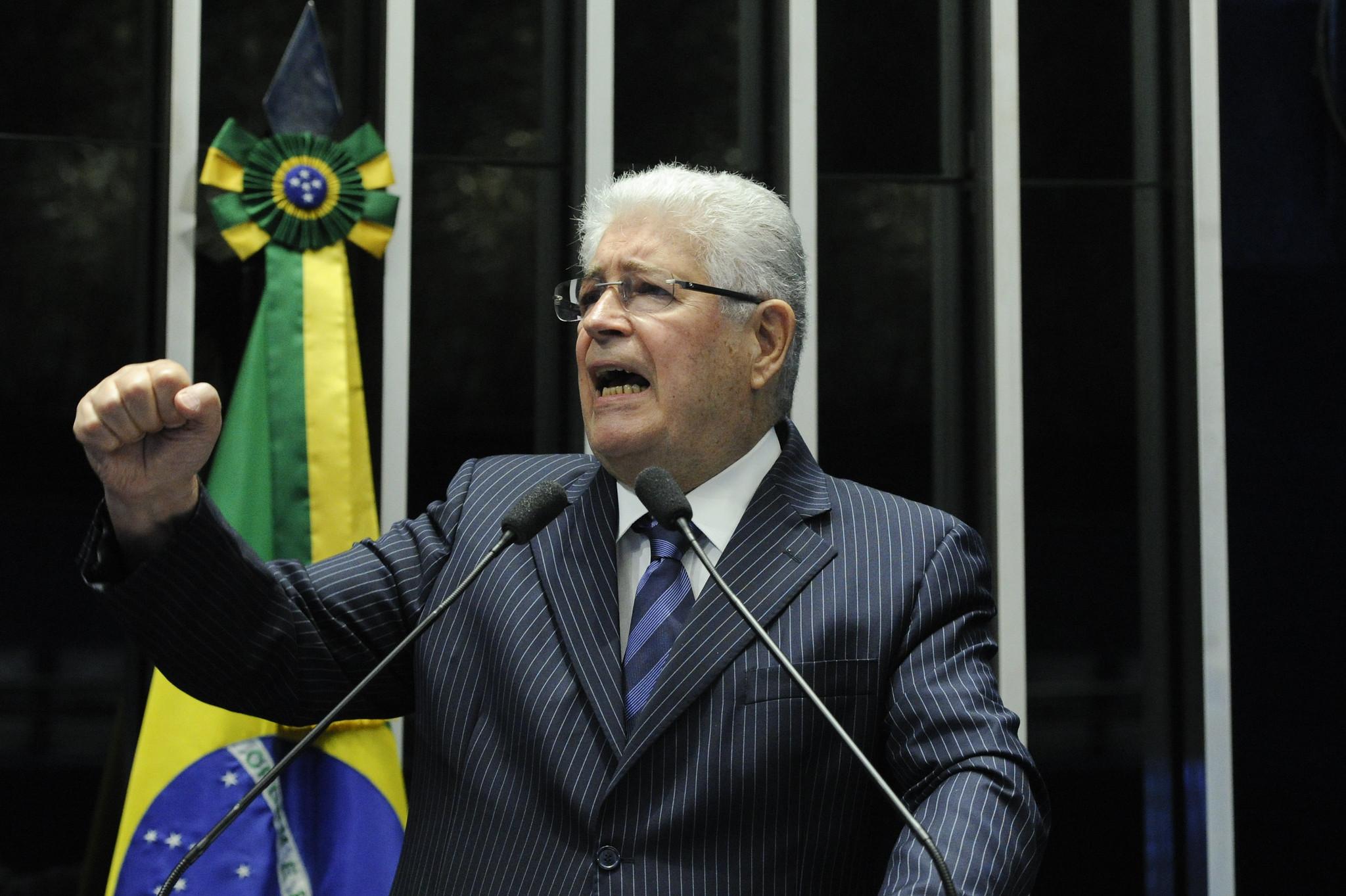 """IMAGEM: Requião anuncia saída do MDB: """"O partido que fundei foi tomado por Bolsonaro"""""""