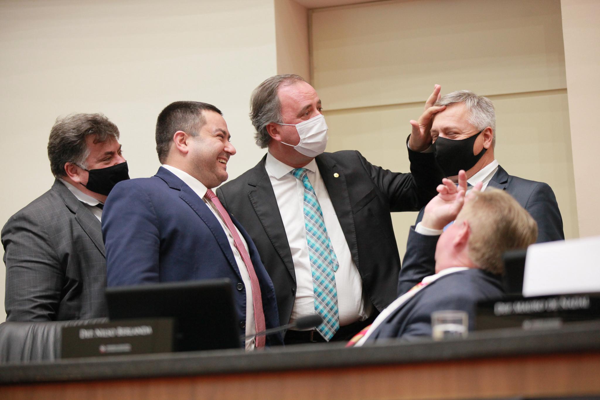 IMAGEM: Assembleia de Santa Catarina aprova compra de vacina pela iniciativa privada