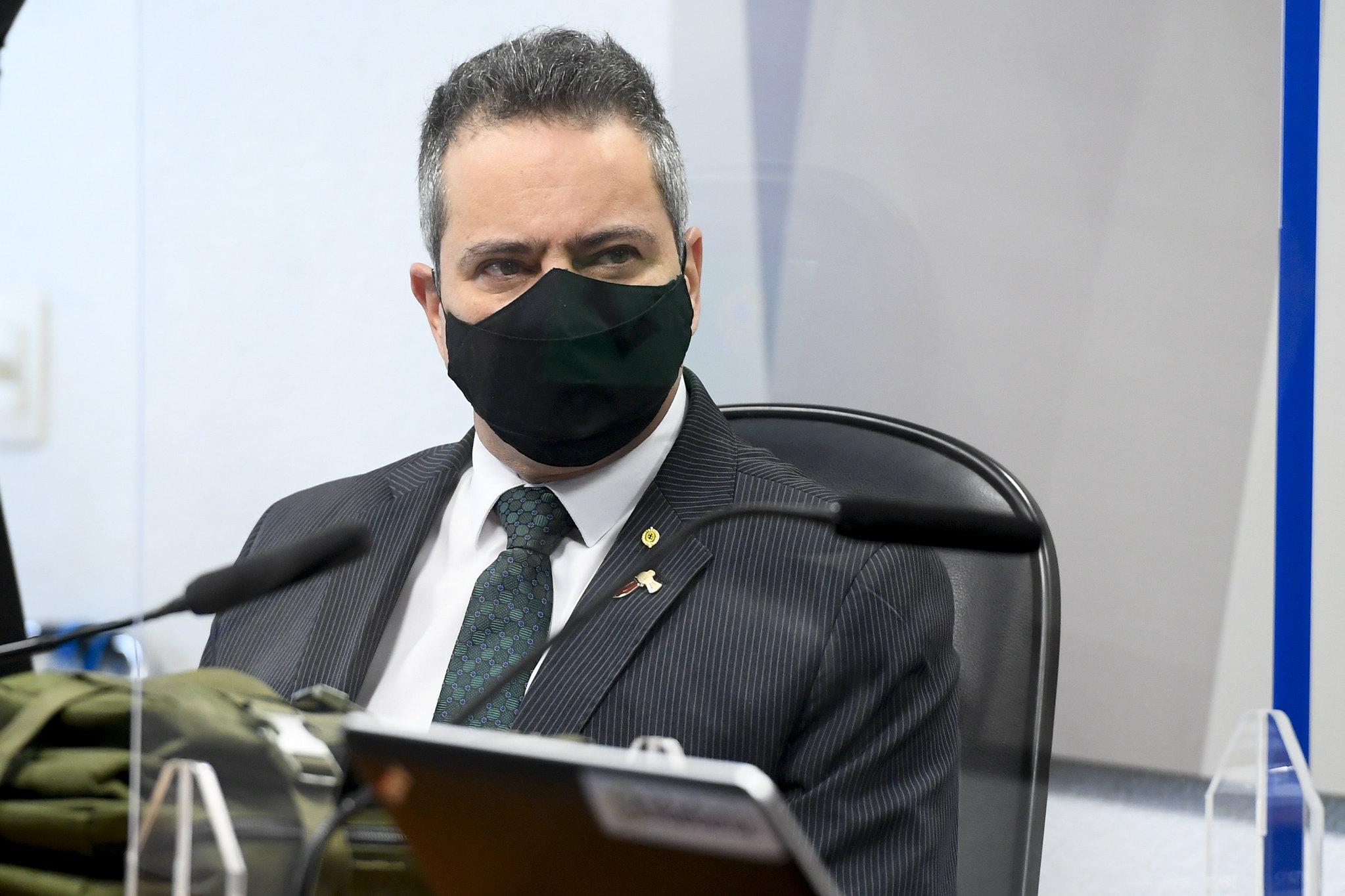 IMAGEM: Elcio Franco diz que Economia foi contra MP que liberou compra de vacinas da Pfizer