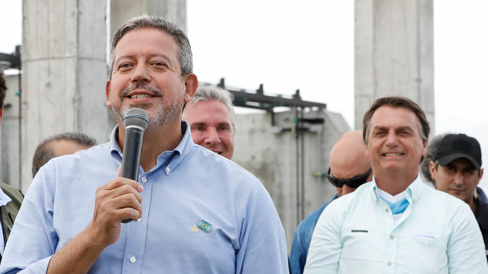 IMAGEM: Bolsonaro não acredita em pesquisa (o Centrão, sim)
