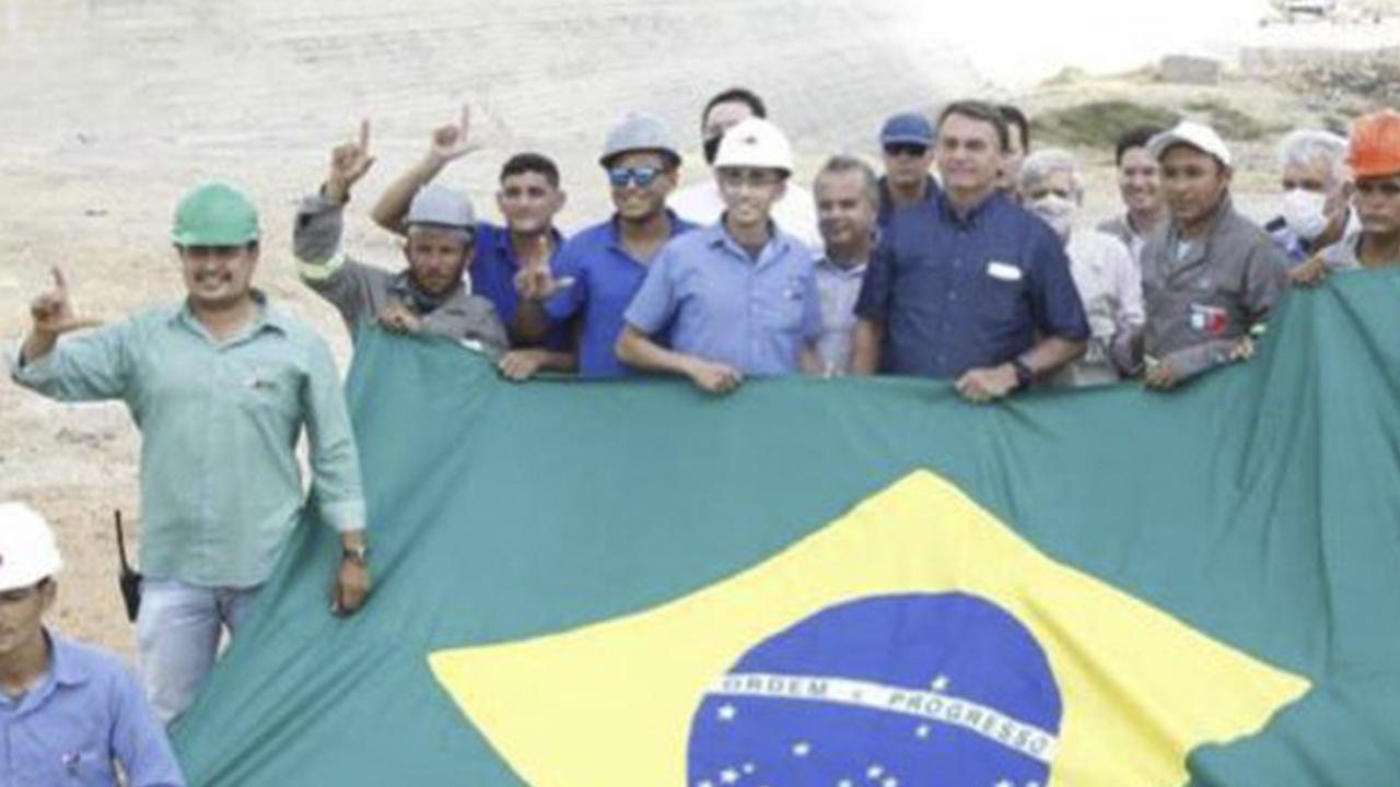 IMAGEM: Bolsonaro perdeu metade dos votos