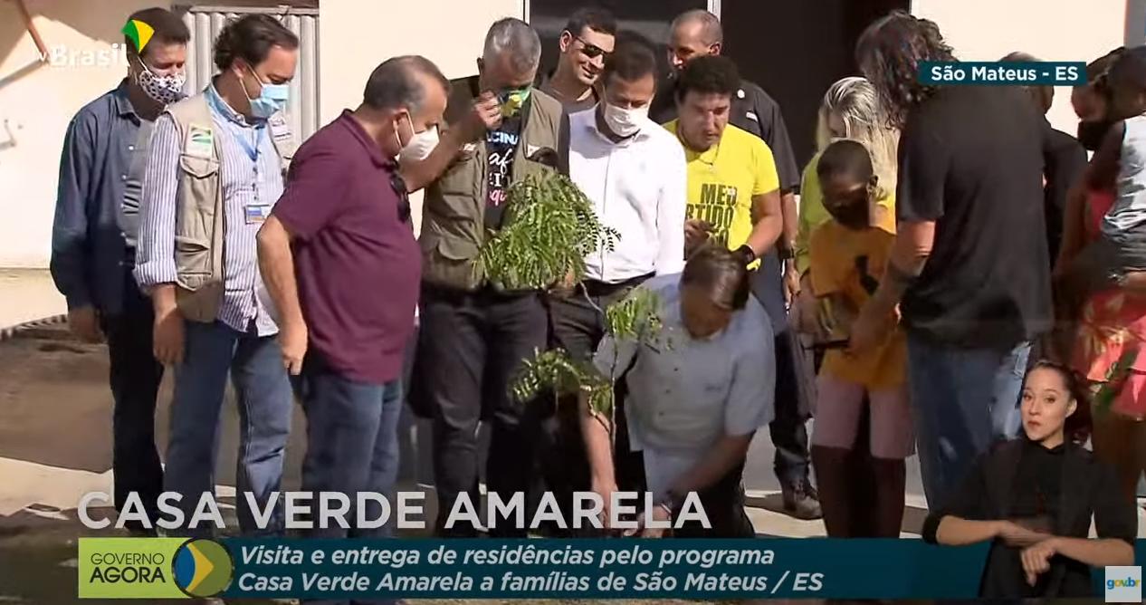 IMAGEM: Em meio à pandemia, Bolsonaro vai ao Espírito Santo plantar uma árvore