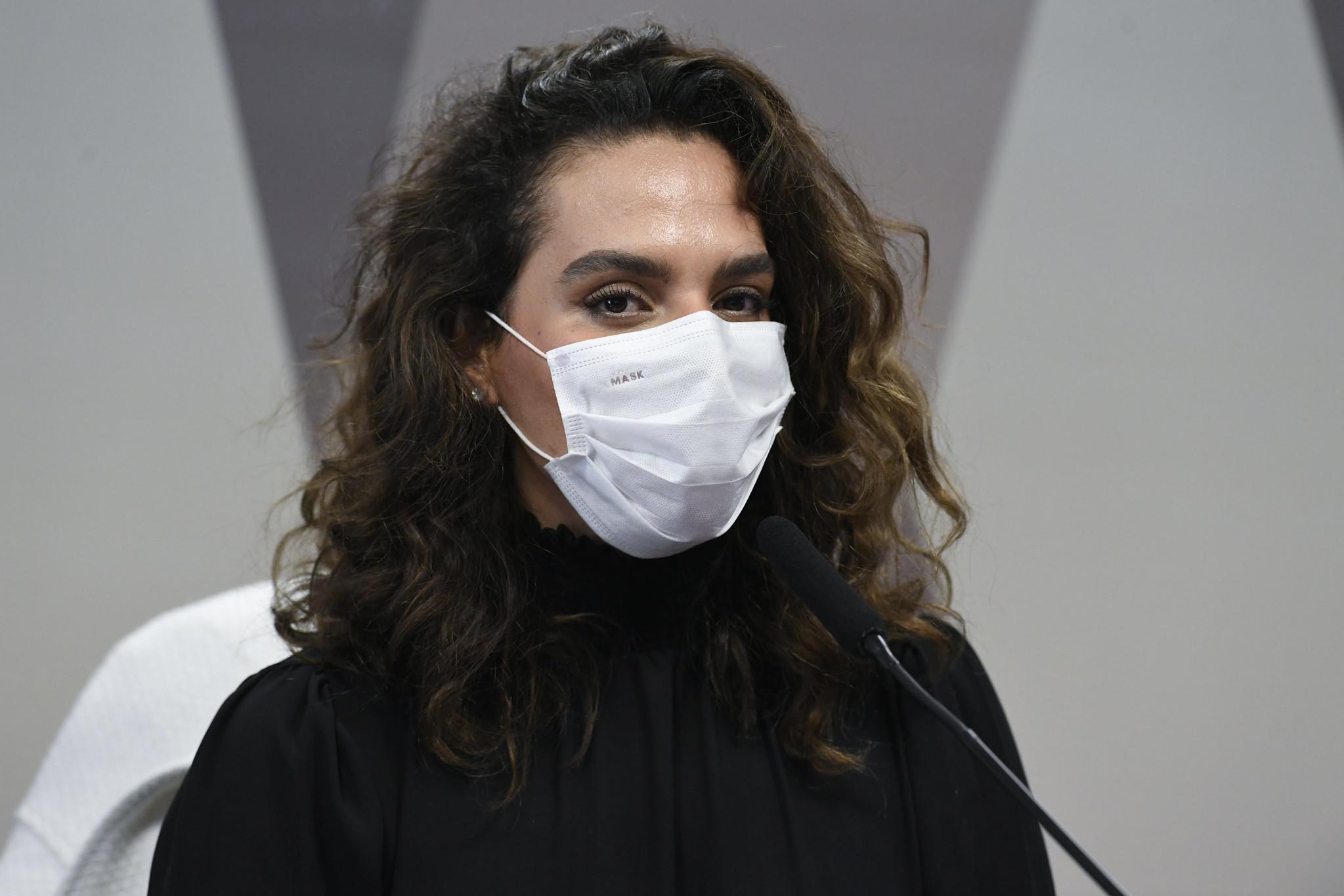 IMAGEM: Coordenadora do PNI tenta fugir de acareação com Luana Araújo