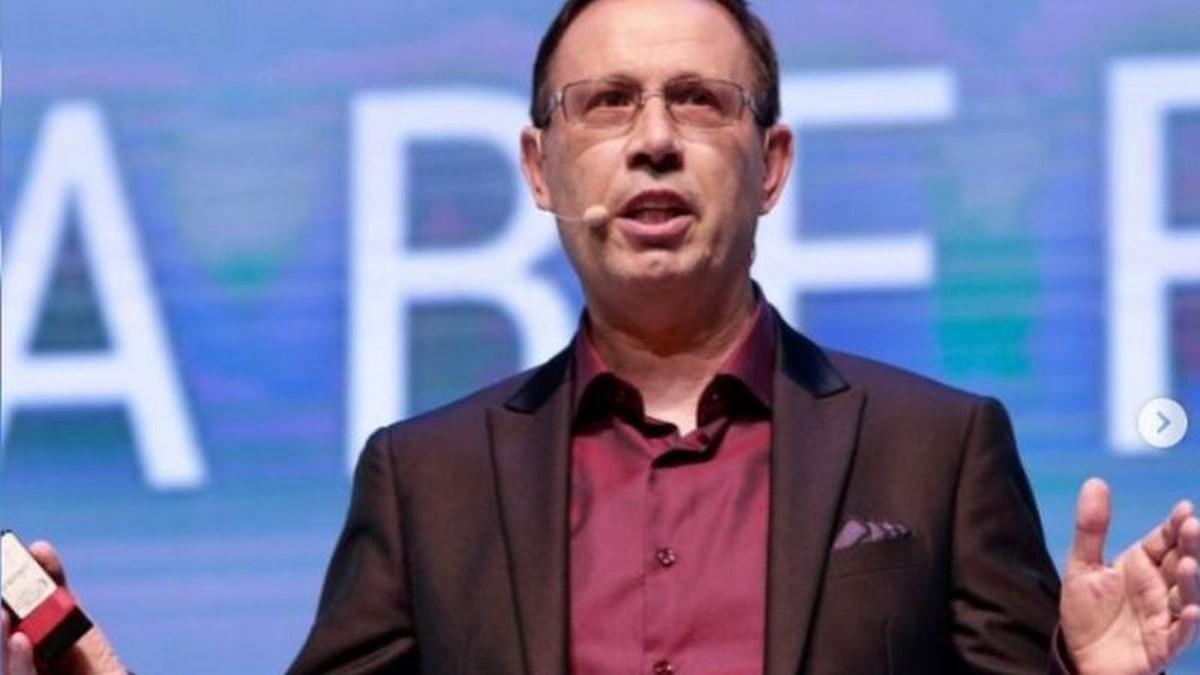 IMAGEM: Carlos Wizard anuncia que chegou ao Brasil para falar à CPI