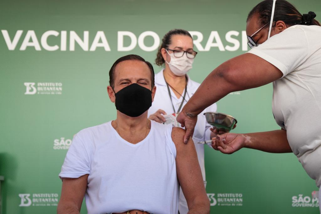 IMAGEM: Doria toma segunda dose da Coronavac