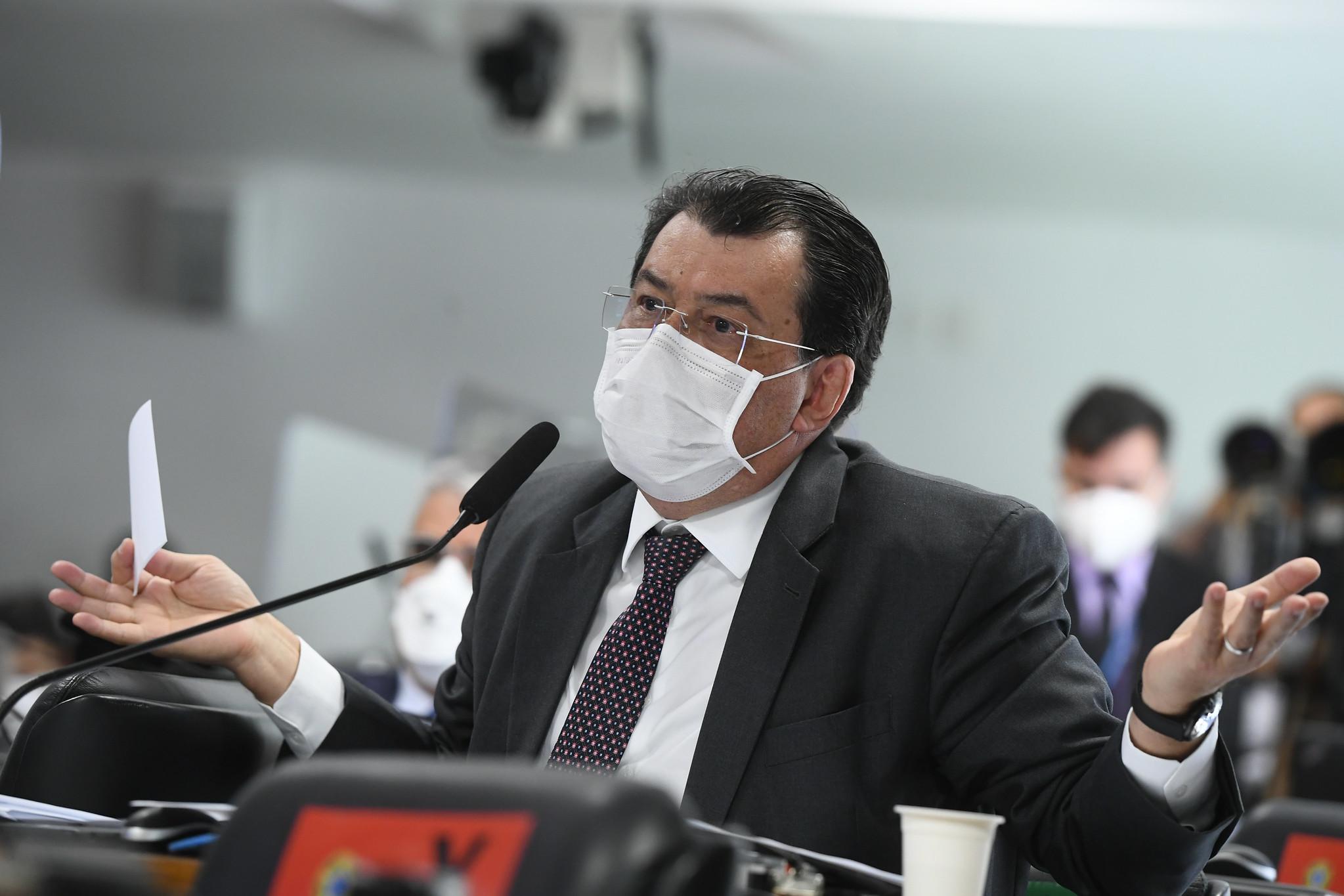 IMAGEM: CPI da Covid: Eduardo Braga confunde Fausto Junior com Fausto Silva