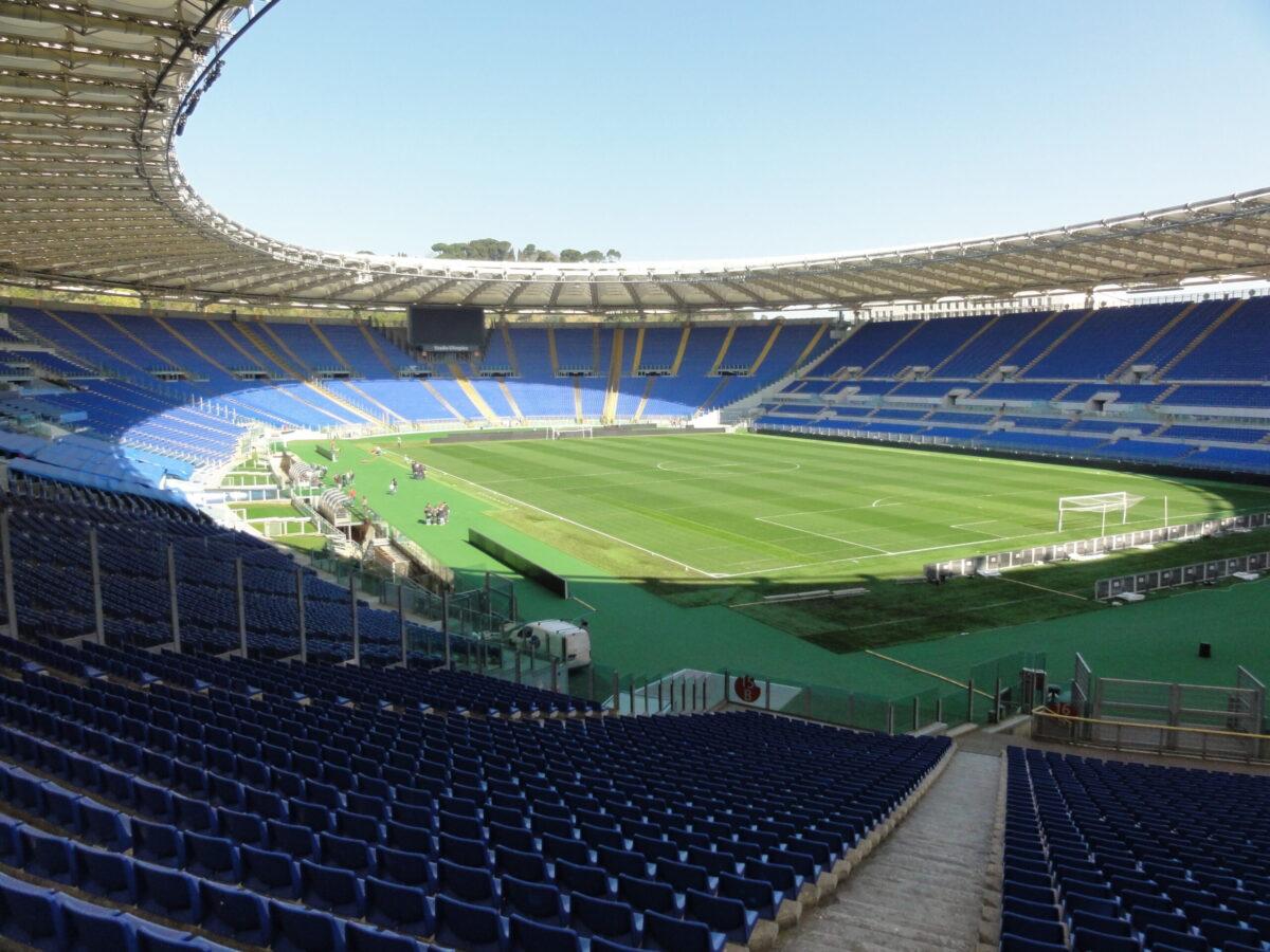 IMAGEM: Bomba é encontrada em carro próximo a estádio da Eurocopa, diz prefeita de Roma