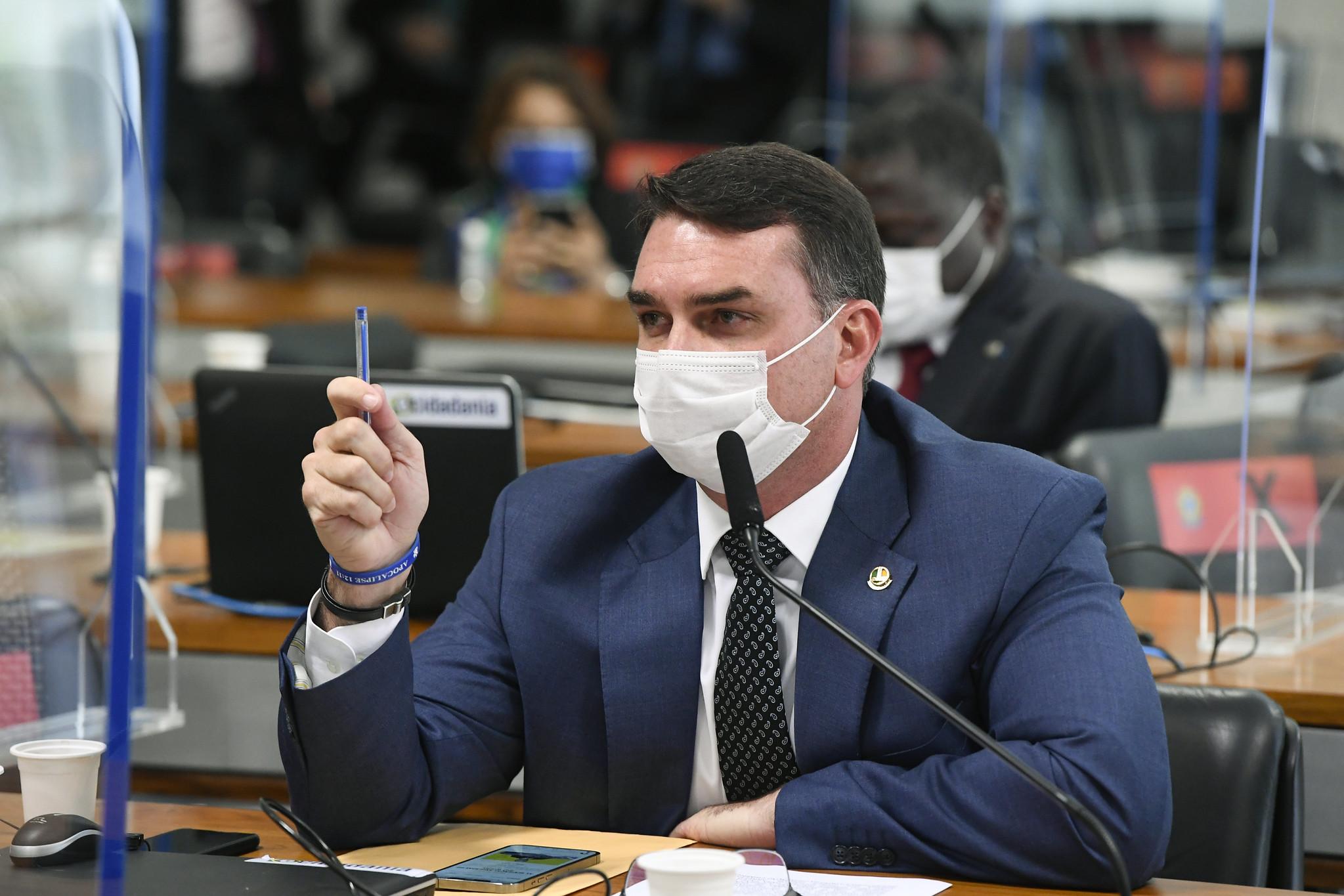 IMAGEM: Flávio Bolsonaro terá acesso aos documentos sigilosos da CPI da Covid