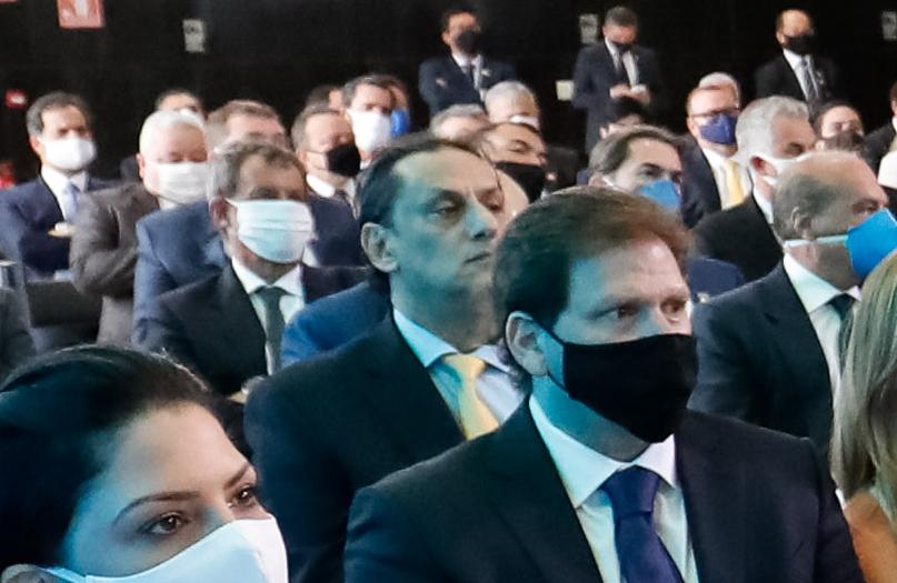 IMAGEM: Sem máscara, Wassef vai ao Senado durante depoimento de Luis Miranda