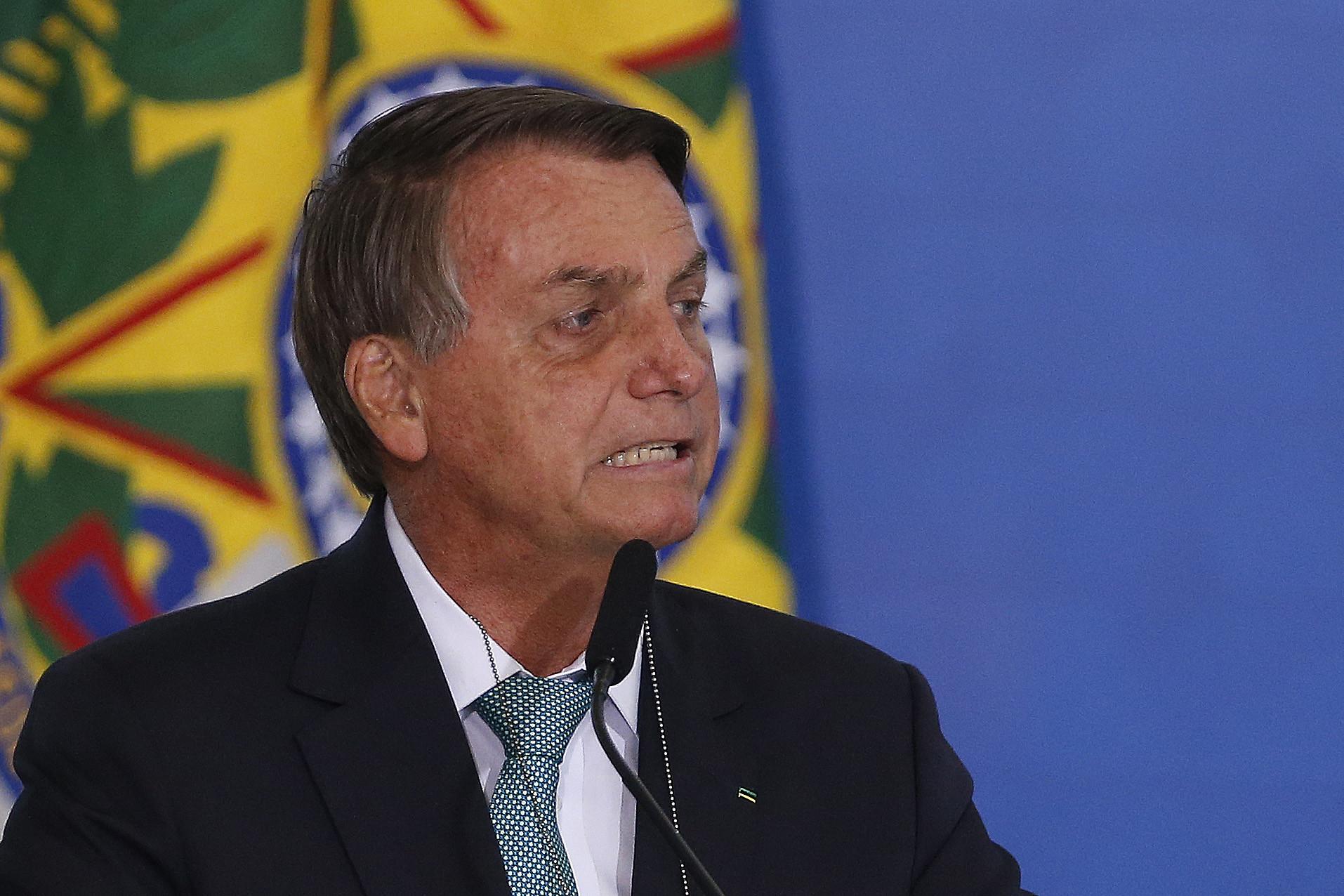 IMAGEM: Bolsonaro nadando em dinheiro em 2022