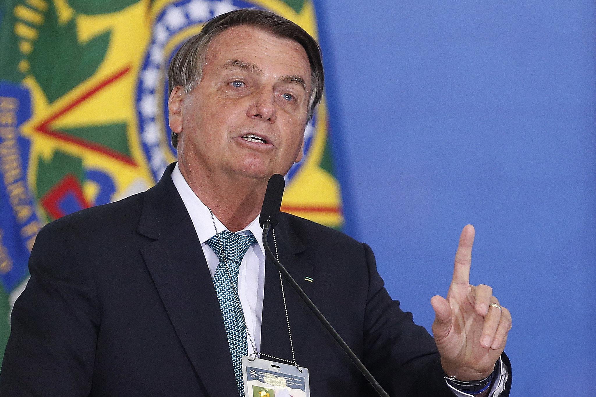 IMAGEM: Decreto de Bolsonaro libera militares da ativa no governo por tempo indeterminado
