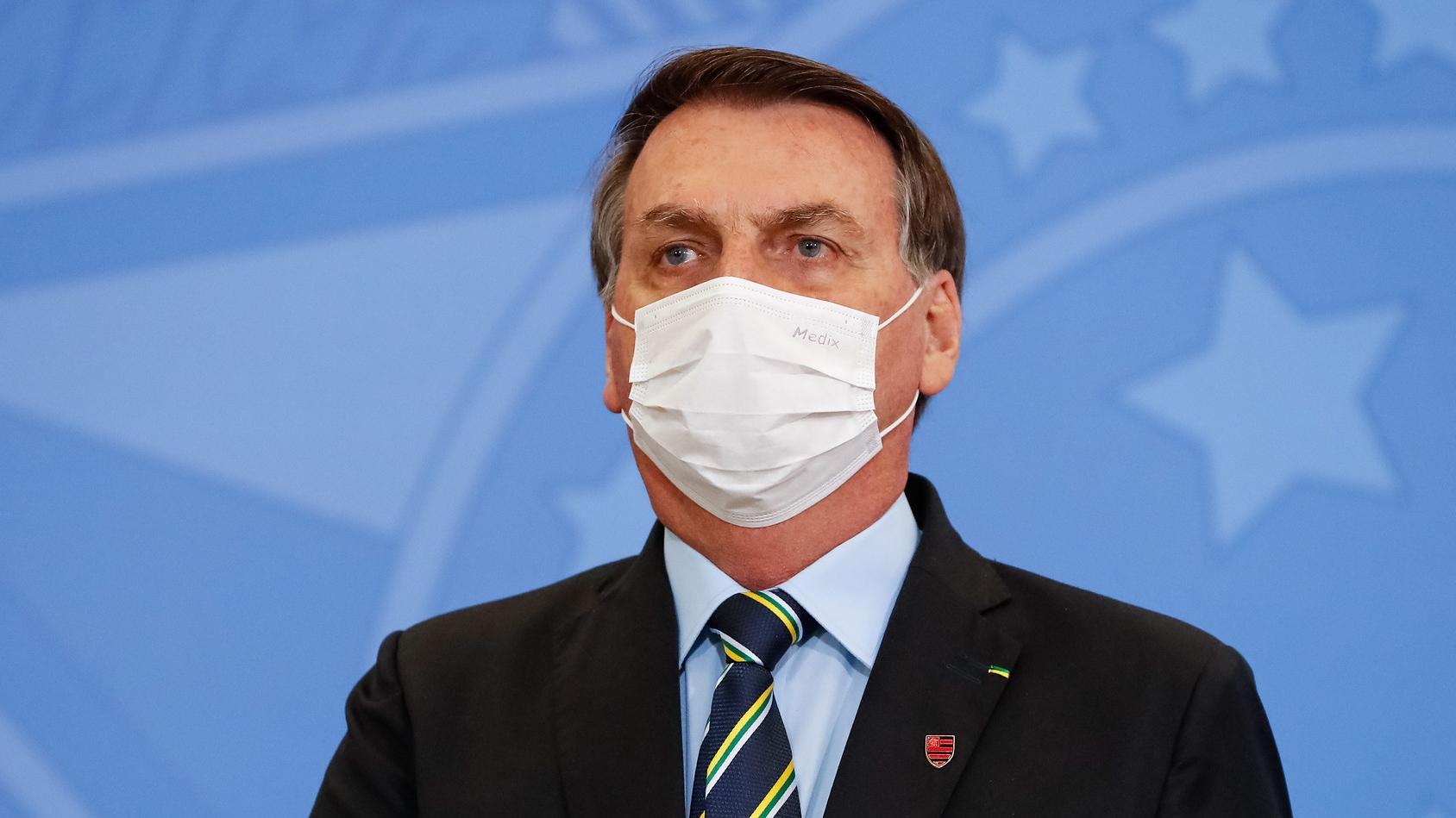 IMAGEM: Desobrigar uso de máscara é irresponsável, diz presidente do Conass
