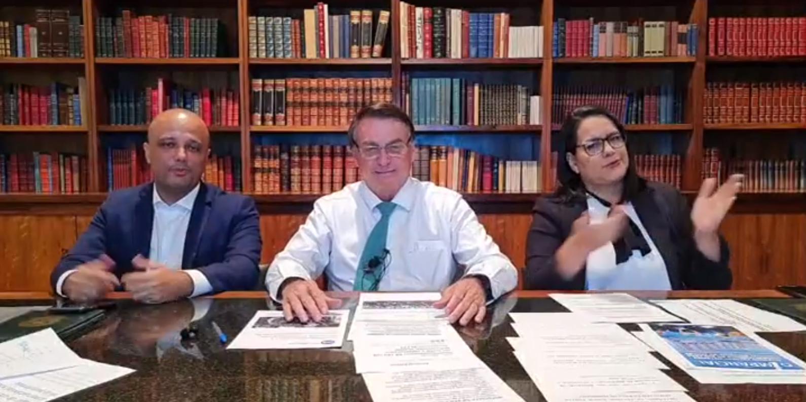 IMAGEM: Bolsonaro diz que usar máscara dentro do carro reduz oxigenação no cérebro