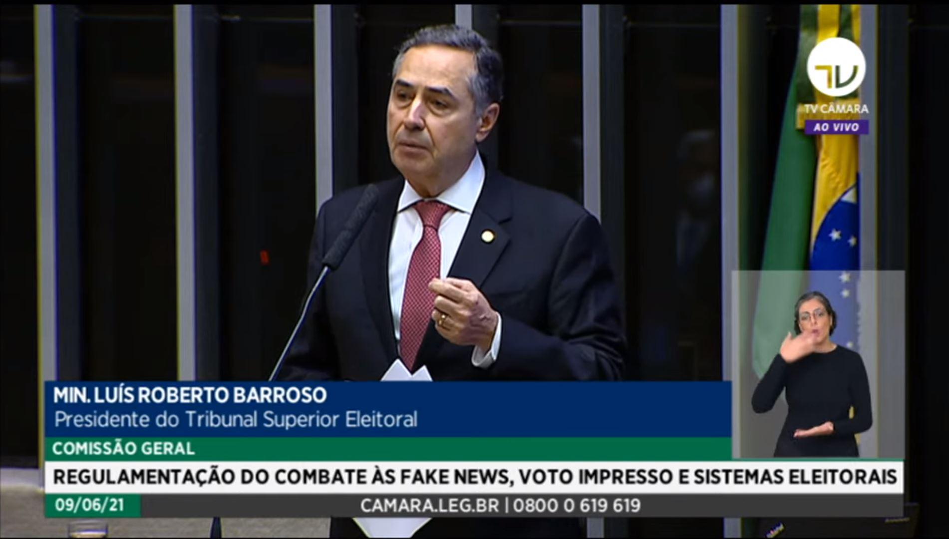 """IMAGEM: """"Todos os senhores foram eleitos por esse sistema"""", diz Barroso a deputados"""