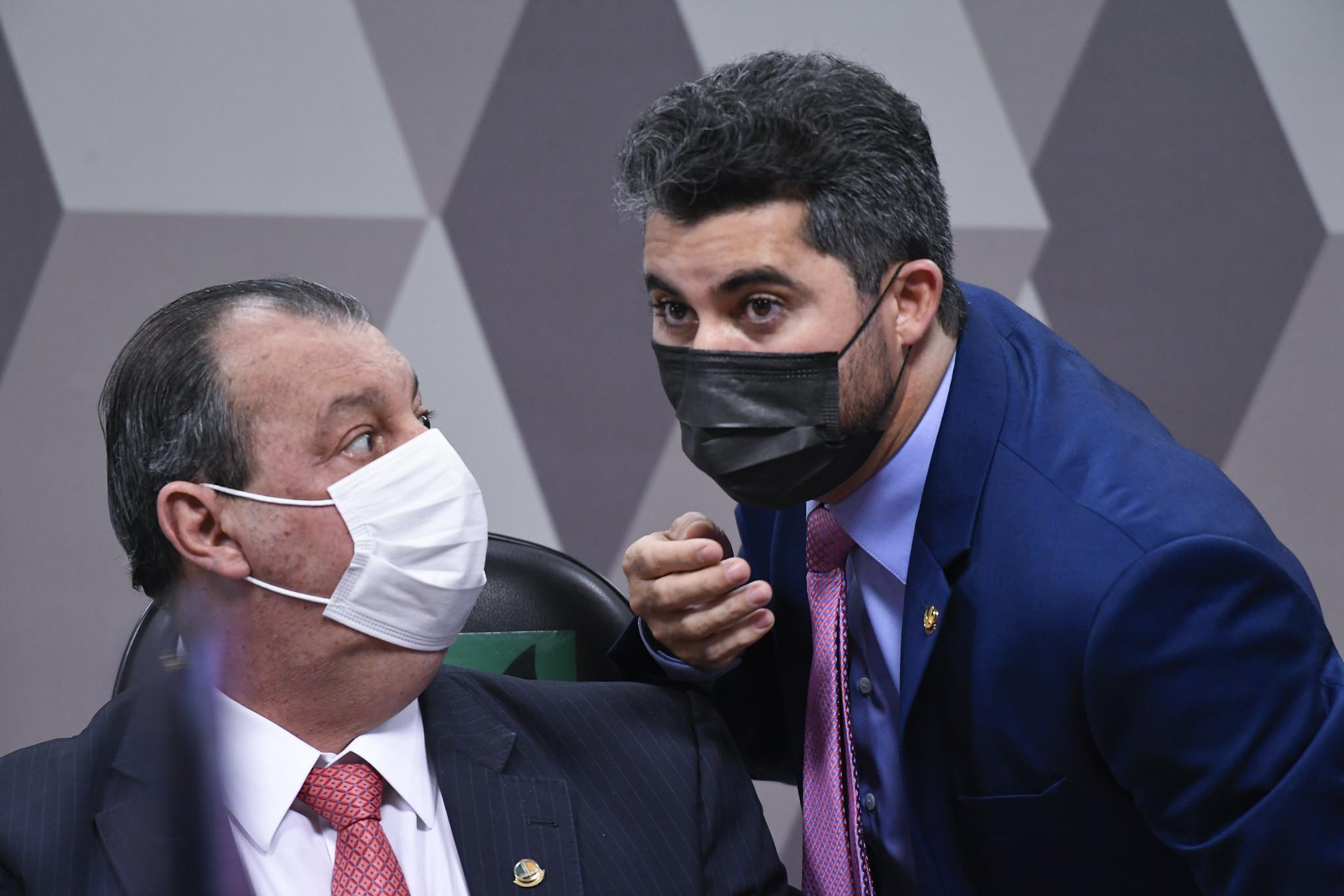 """IMAGEM: """"Vossa Excelência é o maior palhaço que tem aqui"""", diz Omar Aziz para Marcos Rogério"""