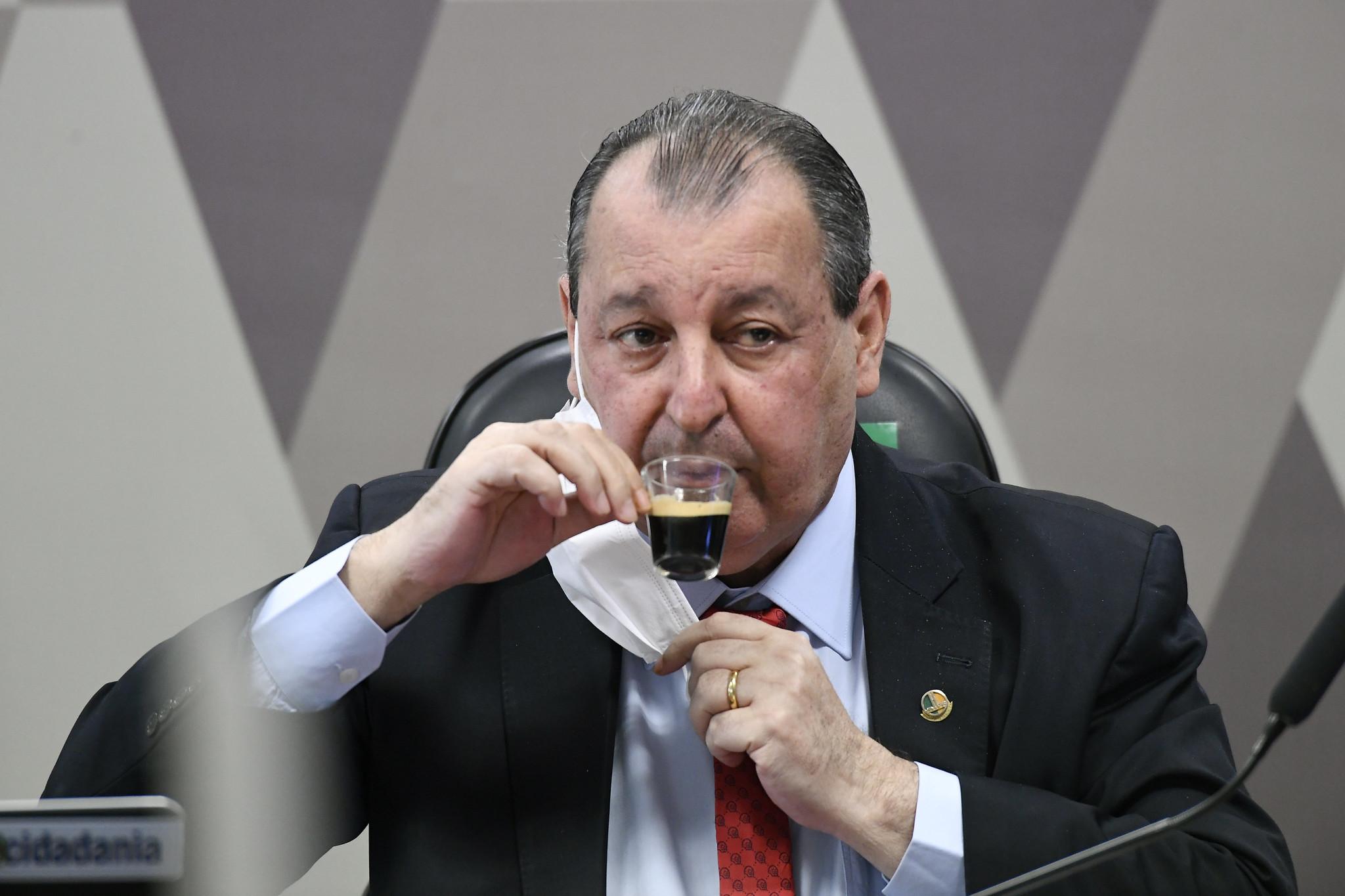 IMAGEM: 'Mire seu ódio no Ricardo Barros', diz Omar Aziz a Bolsonaro