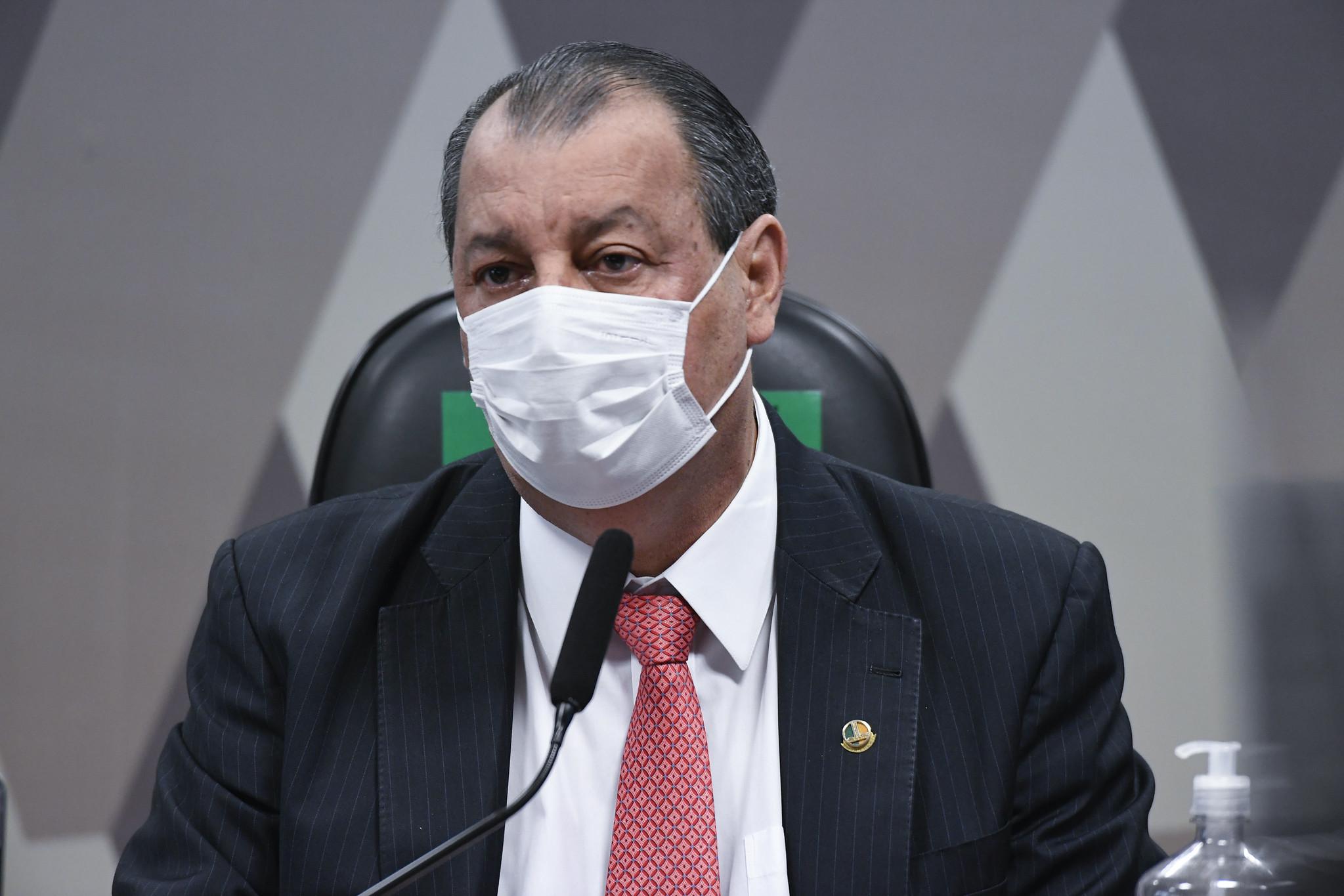 """IMAGEM: Comandante da Aeronáutica fala em 'alerta' e manda recado a Aziz: """"Não enviaremos 50 notas"""""""