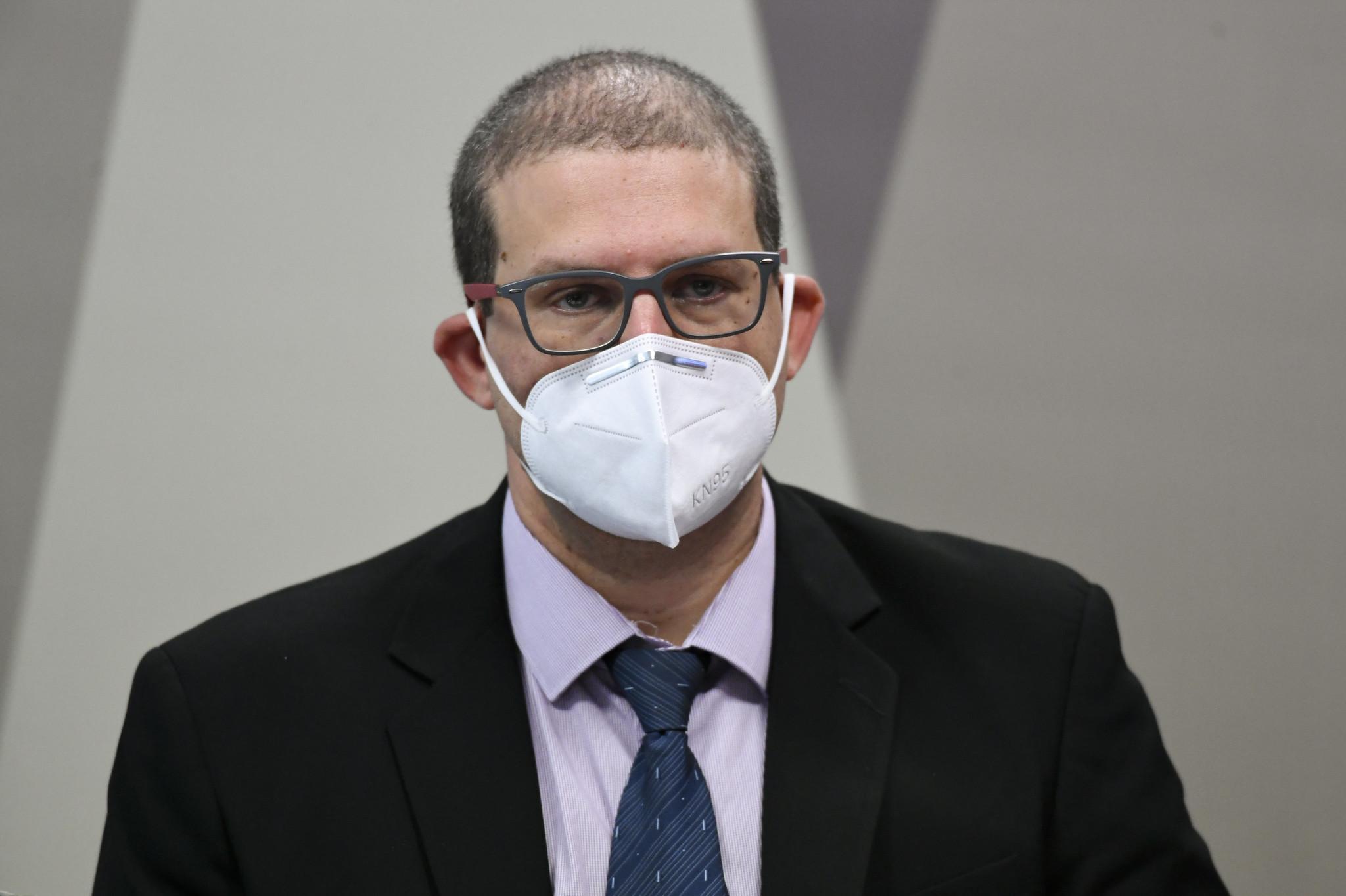 IMAGEM: '400 mil mortes poderiam não ter acontecido', diz epidemiologista na CPI