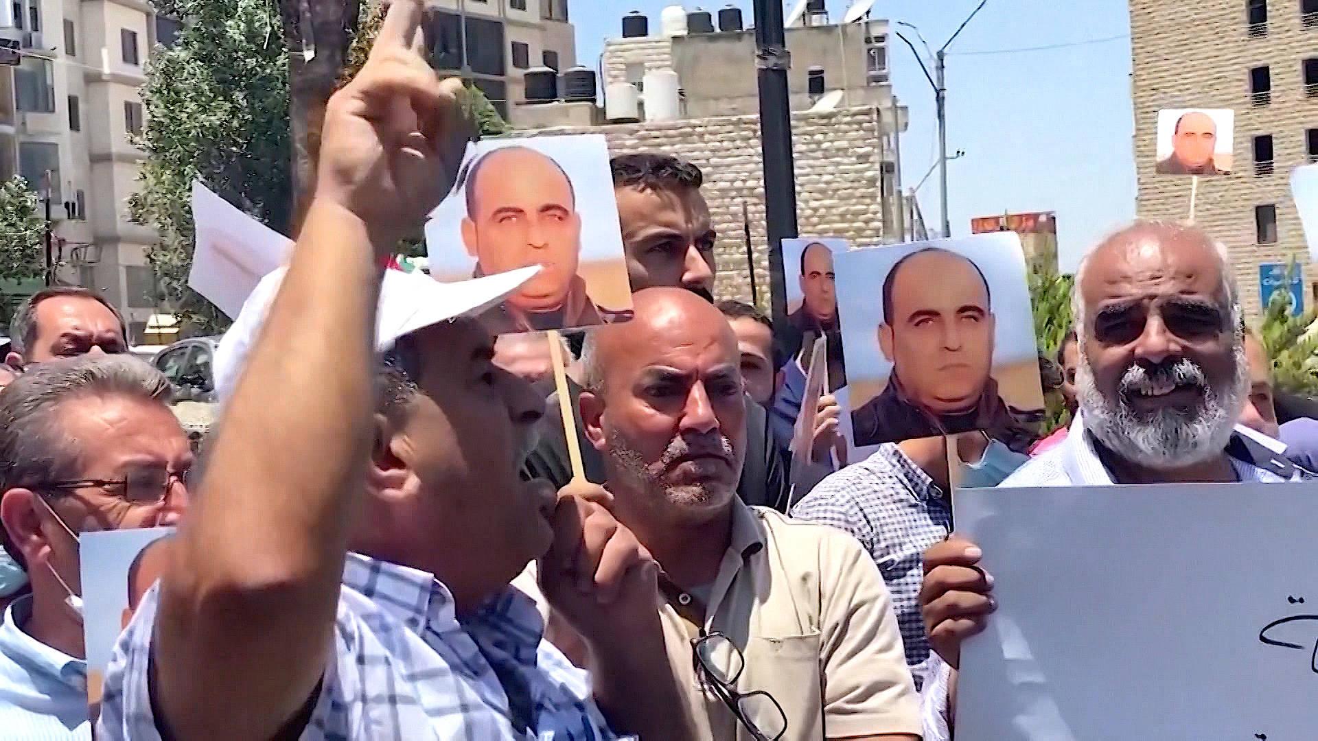 IMAGEM: Autoridade Palestina reprime protestos após morte de ativista