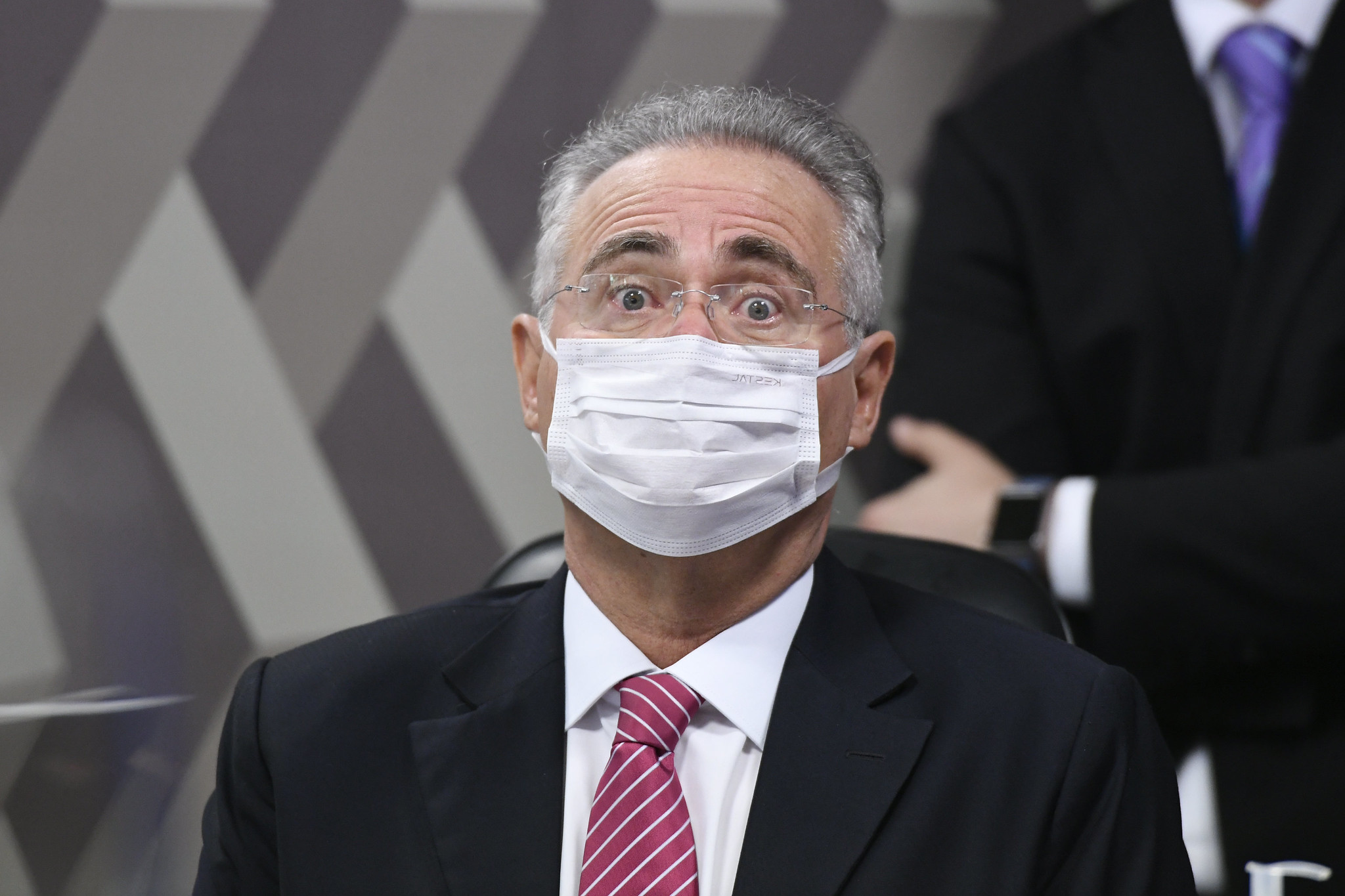 IMAGEM: Em protesto contra Bolsonaro, Renan recusa-se a questionar médicos na CPI