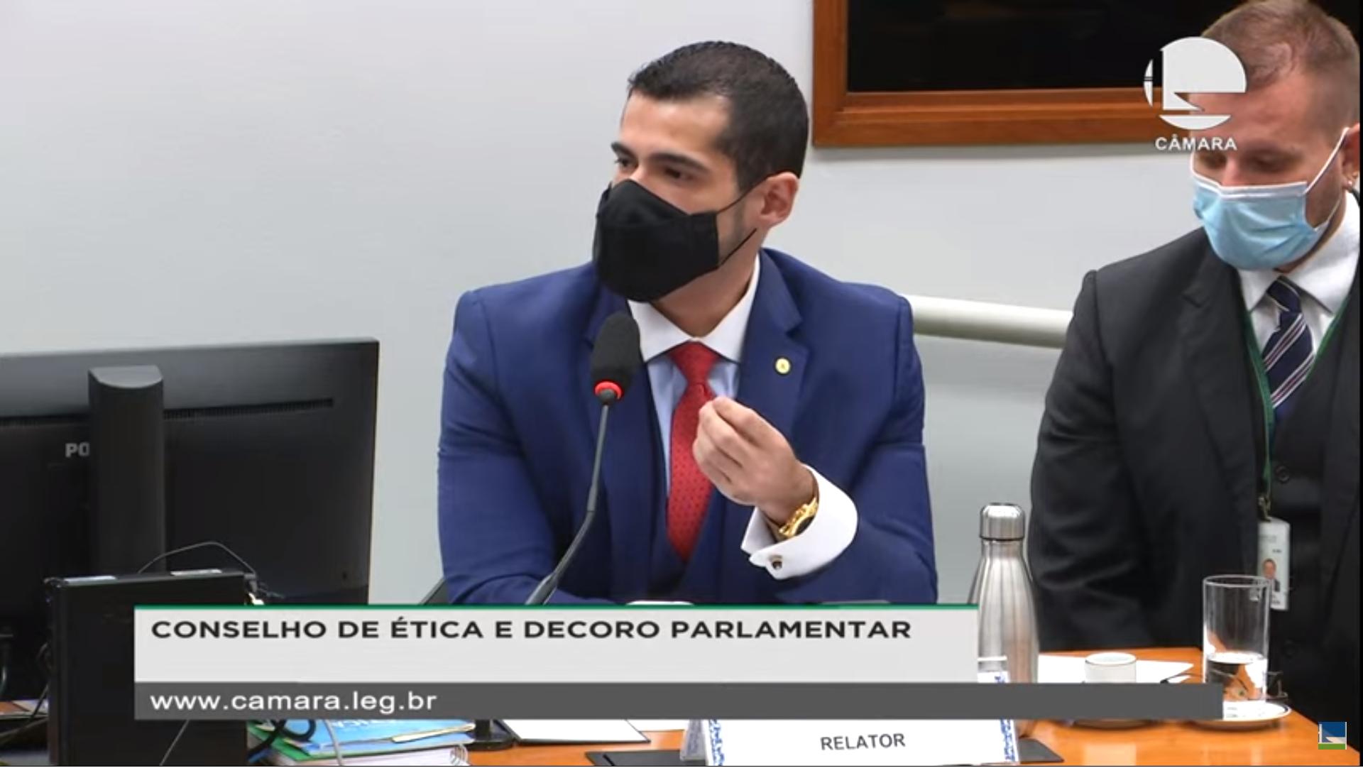 IMAGEM: Deputado diz a Flordelis que ela é exemplo de estelionato eleitoral