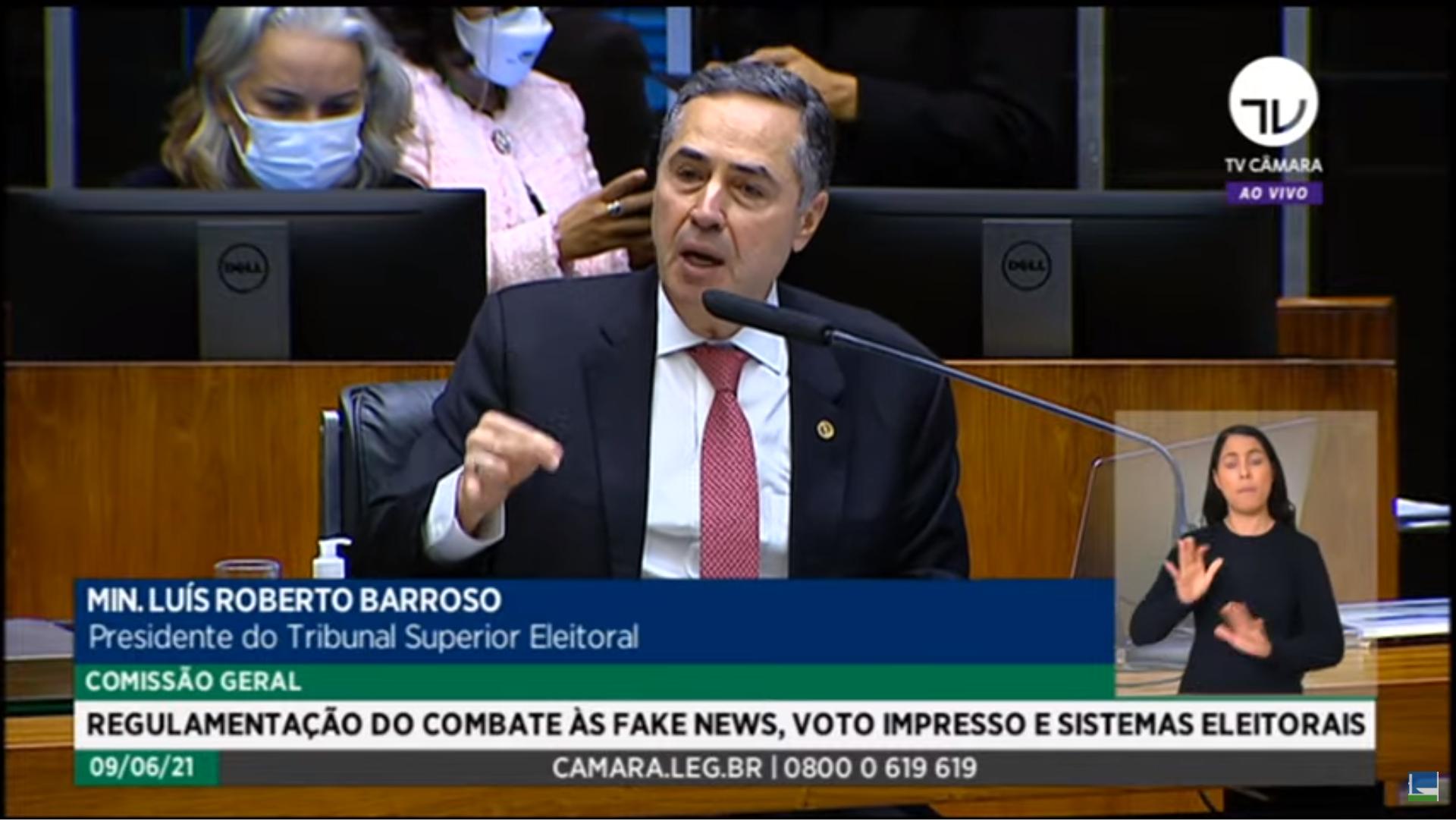 """IMAGEM: """"Vamos recontar 150 milhões de votos manualmente?"""", diz Barroso, sobre voto impresso"""