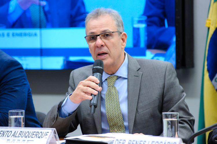 IMAGEM: Diante de crise hídrica, ministro de Minas e Energia ficará 20 dias em viagem e férias