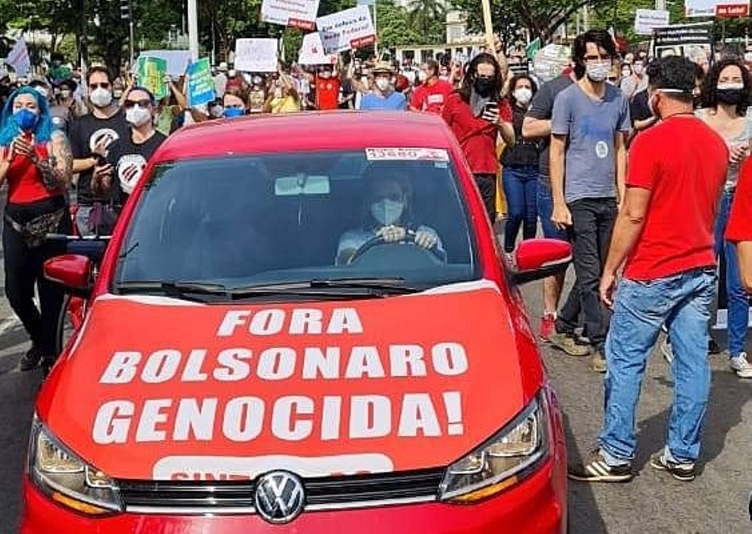 IMAGEM: PM que prendeu professor por 'Bolsonaro genocida' é afastado da corporação