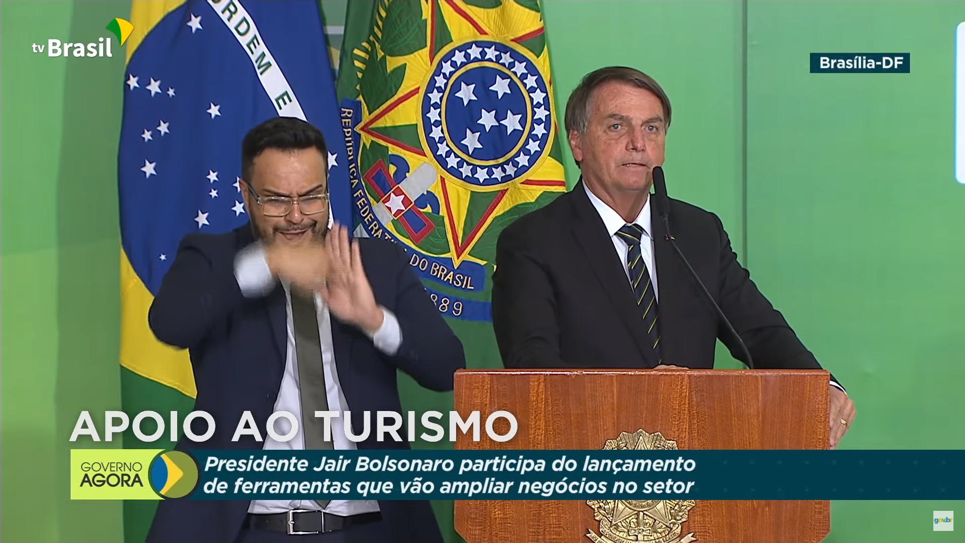 IMAGEM: Bolsonaro volta a citar 'relatório paralelo' que ele atribui ao TCU
