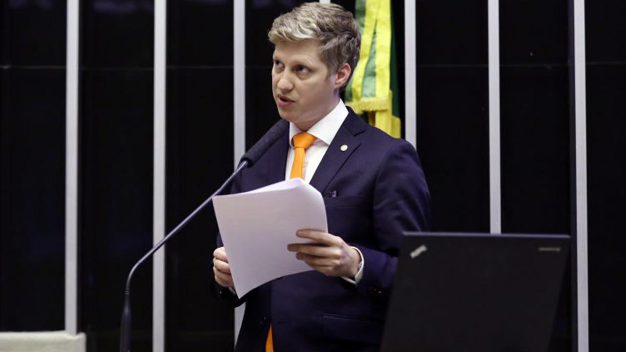"""IMAGEM: """"Mais uma triste e cabal prova da capitulação de Bolsonaro ao Centrão"""""""