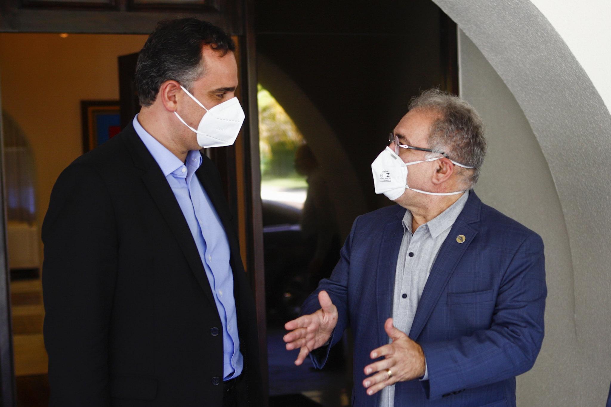 IMAGEM: Governo brinca de 'passa ou repassa' sobre reunião do comitê da pandemia