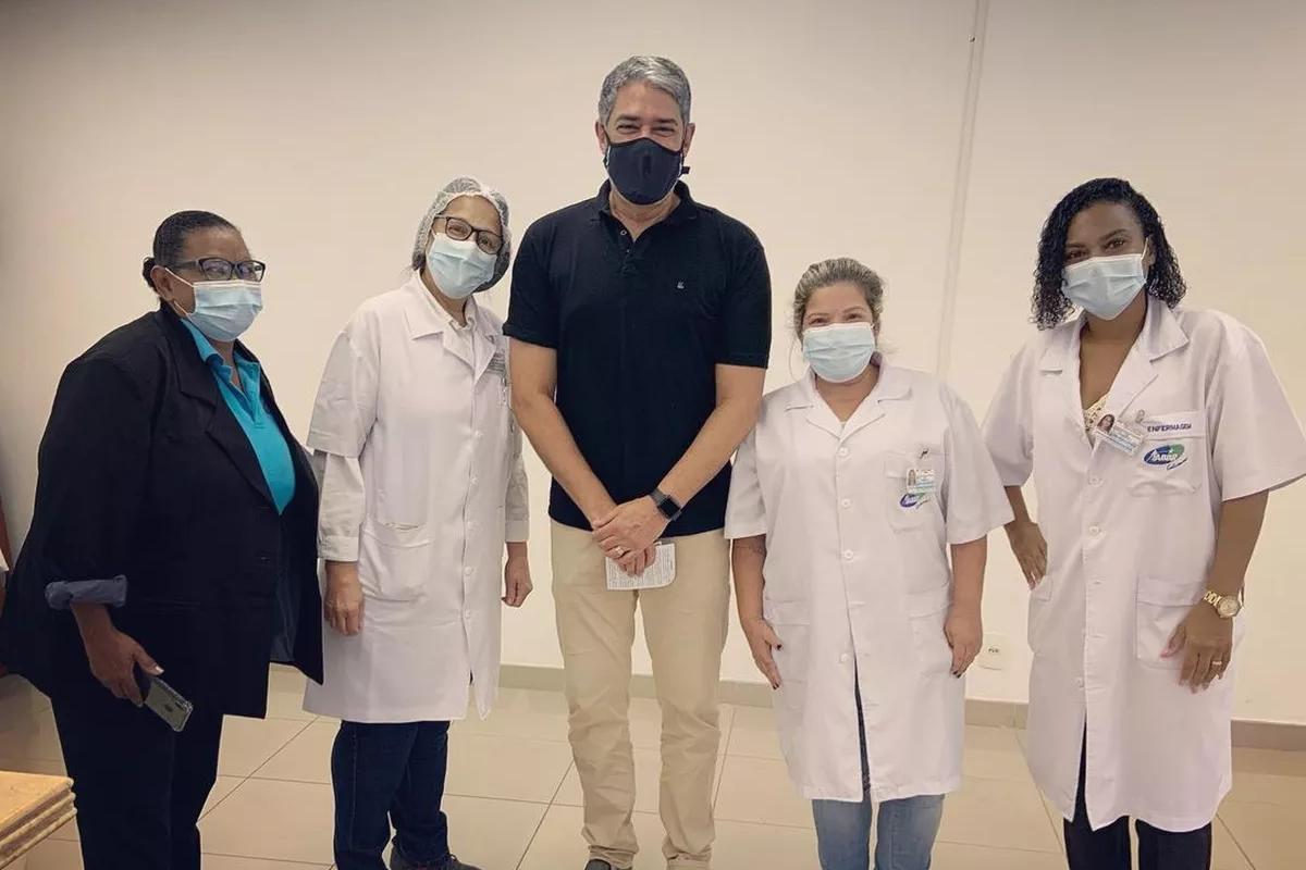 IMAGEM: William Bonner é vacinado contra a Covid
