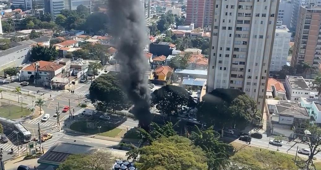 IMAGEM: Polícia prende suspeito de incendiar estátua de Borba Gato