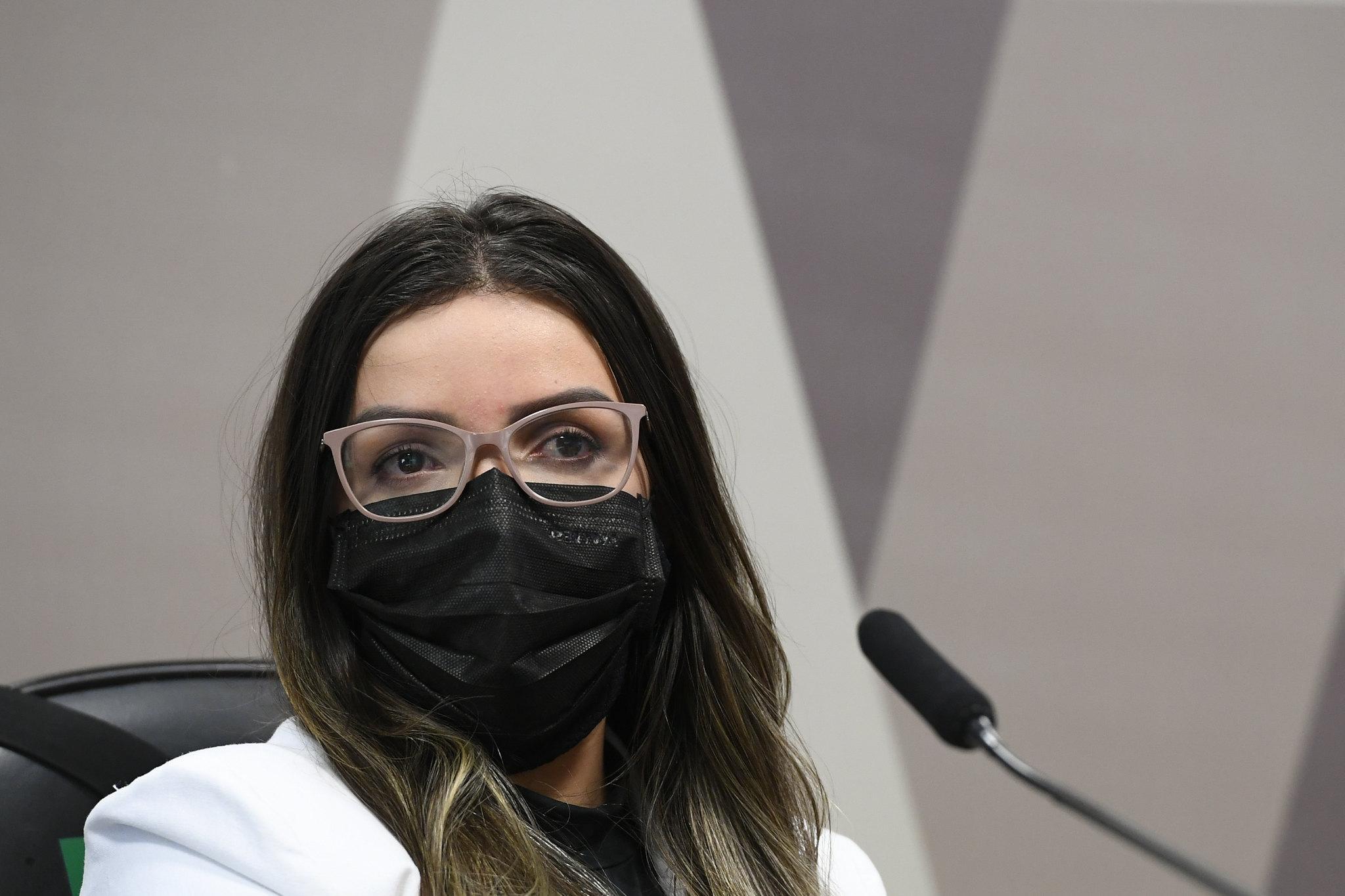 IMAGEM: Diretora da Precisa conseguiu mudança a jato em pagamento por Covaxin