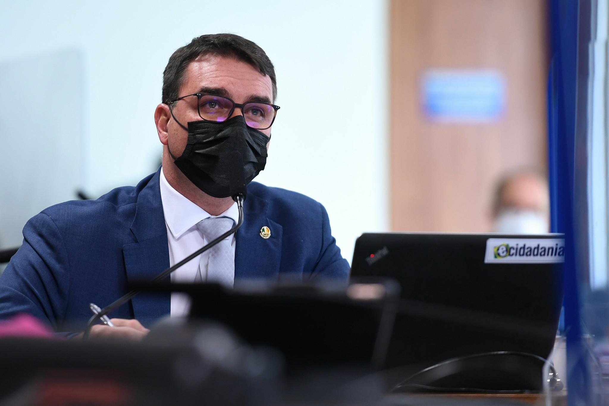 IMAGEM: Flávio Bolsonaro passa a fazer parte da CPI da Covid
