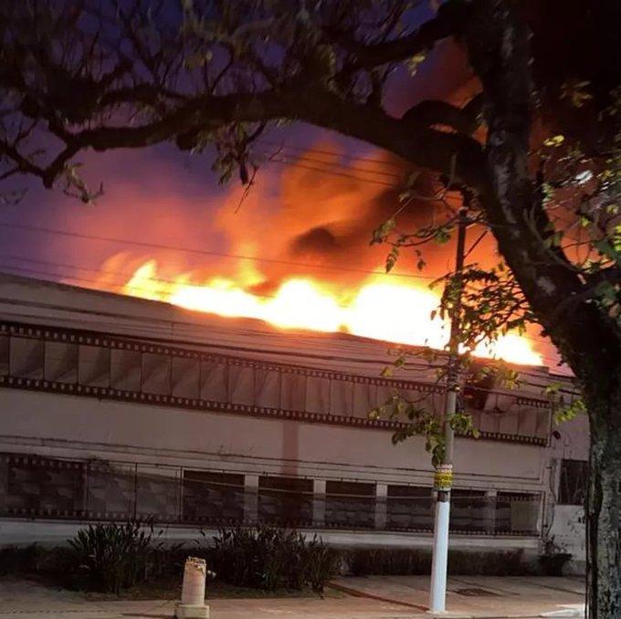 IMAGEM: Incêndio atinge galpão da Cinemateca na zona oeste de SP