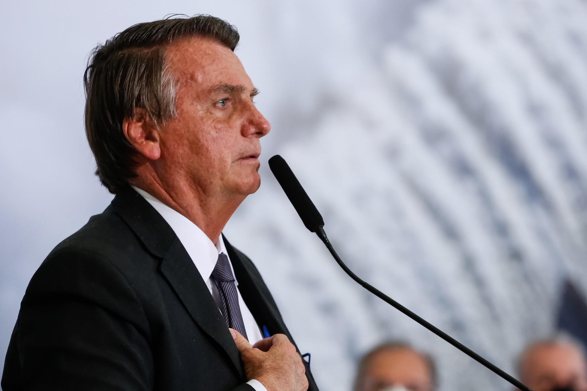 """IMAGEM: """"Barroso tem uma questão pessoal comigo"""", diz Bolsonaro"""