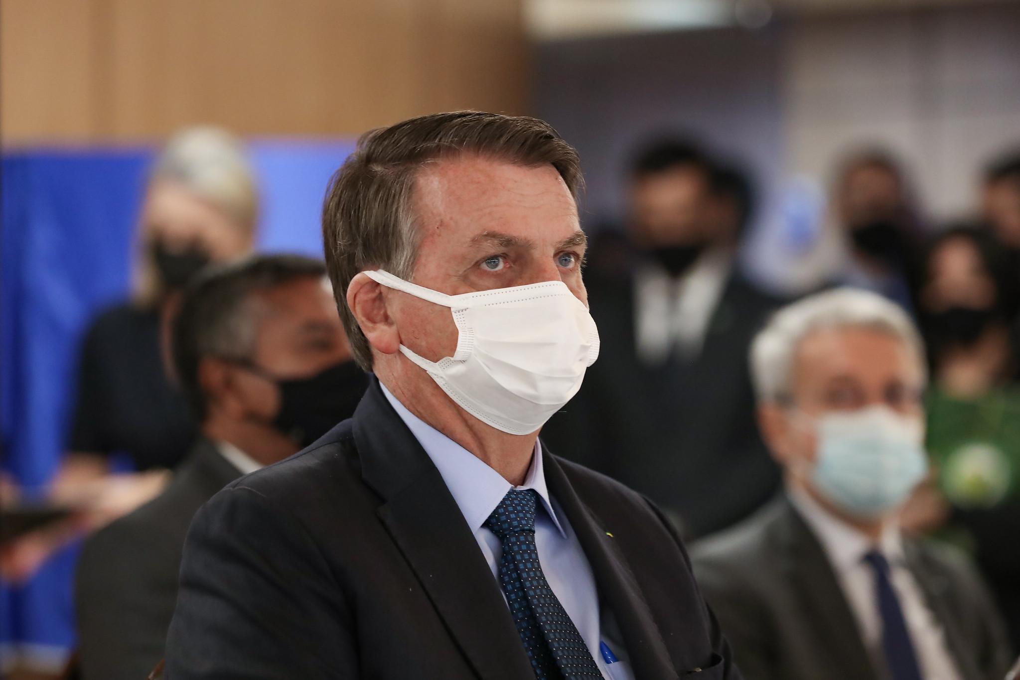 """IMAGEM: Bolsonaro diz que usou o """"poder da caneta"""" para contra-atacar Alexandre de Moraes"""