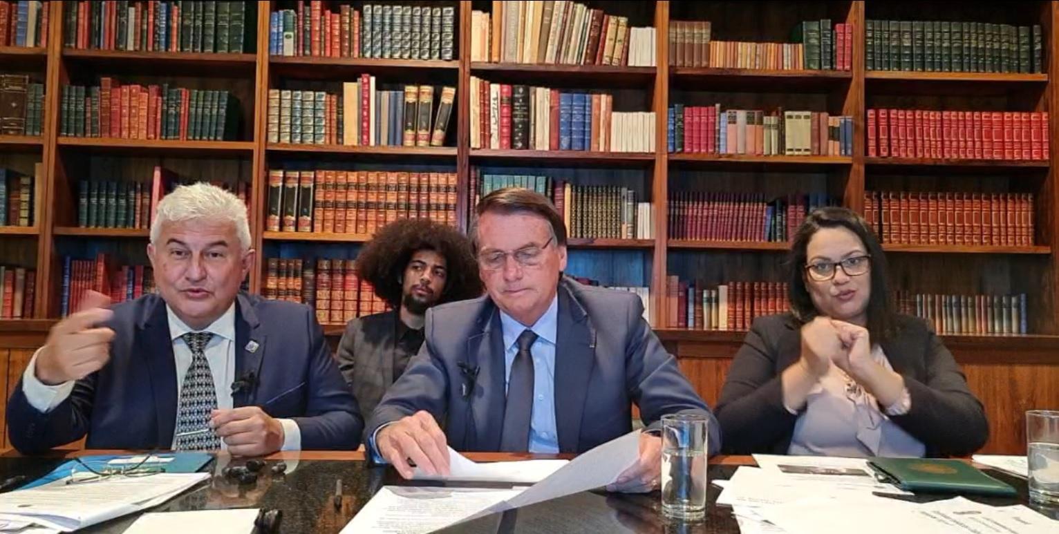 IMAGEM: Bolsonaro se nega a responder sobre Luis Miranda: 'caguei para a CPI'