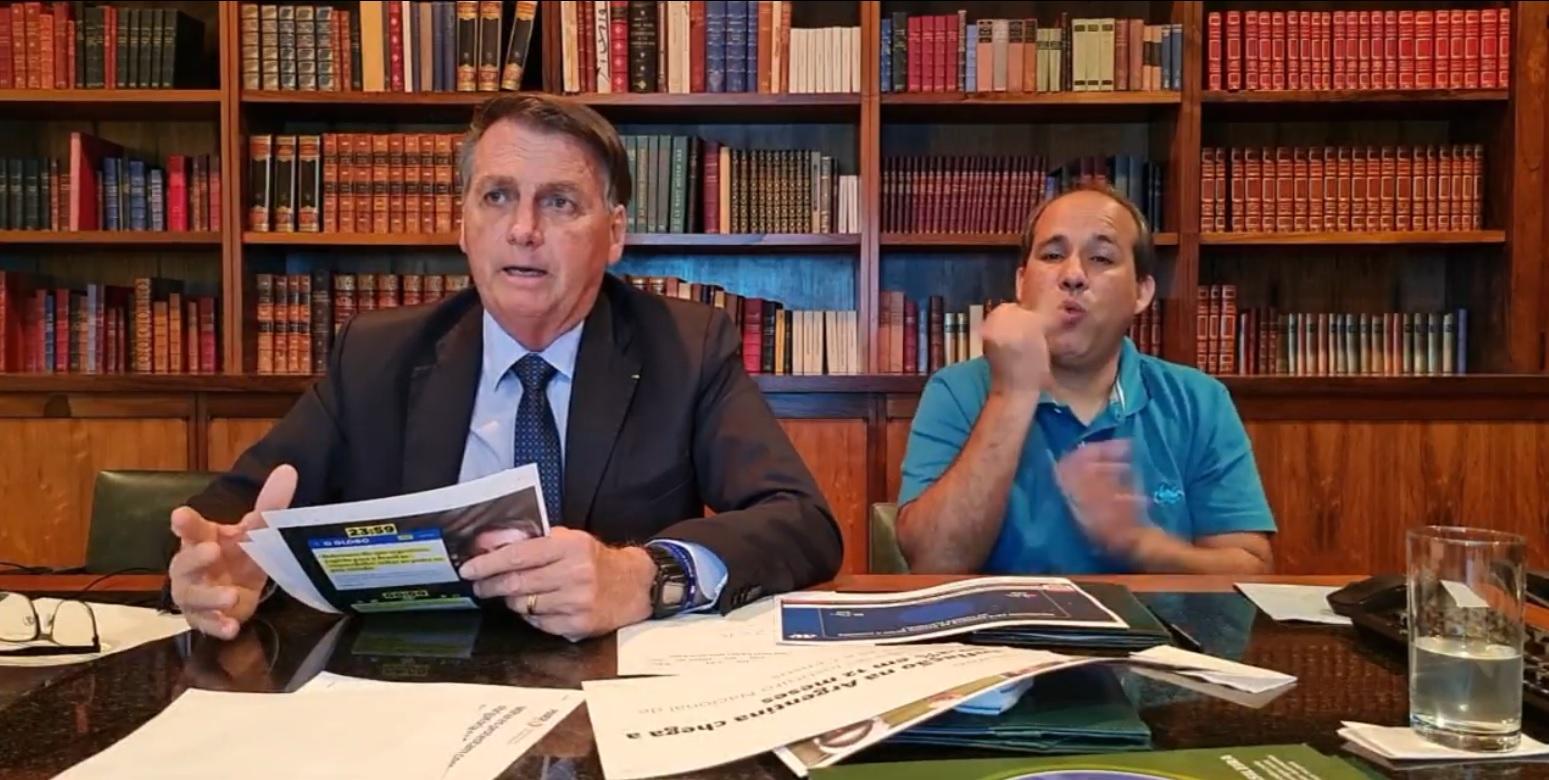 IMAGEM: Em live, Bolsonaro se esquiva de pergunta sobre ameaças de Braga Netto