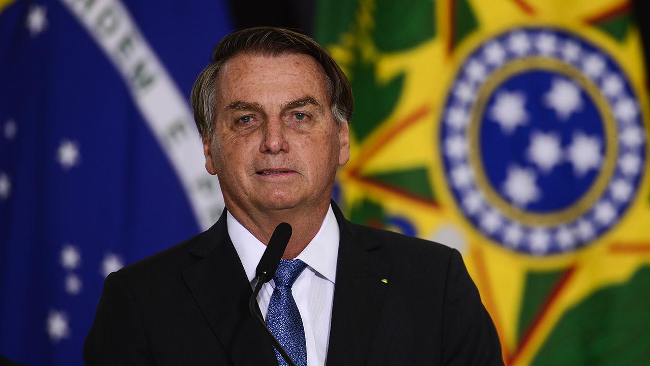 IMAGEM: 'Para não entrar na linha de Cuba, temos que ter voto impresso', diz Bolsonaro