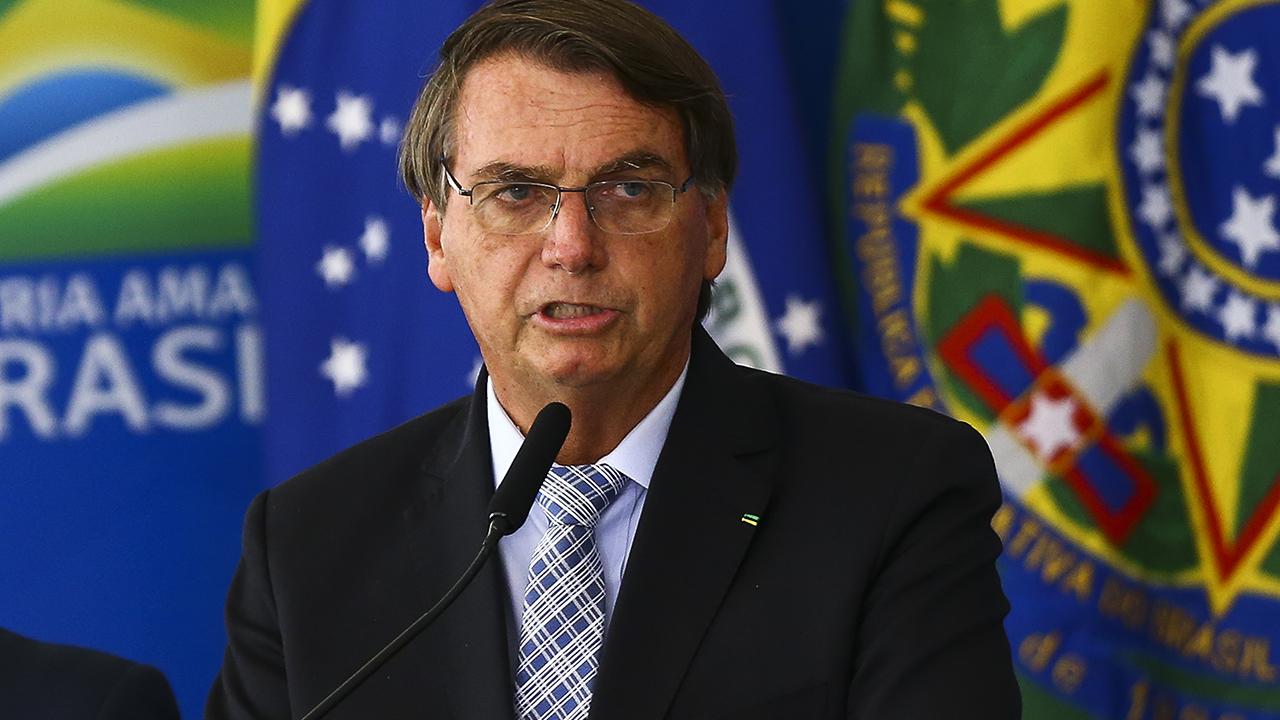 IMAGEM: Bolsonaro promete vetar fundão