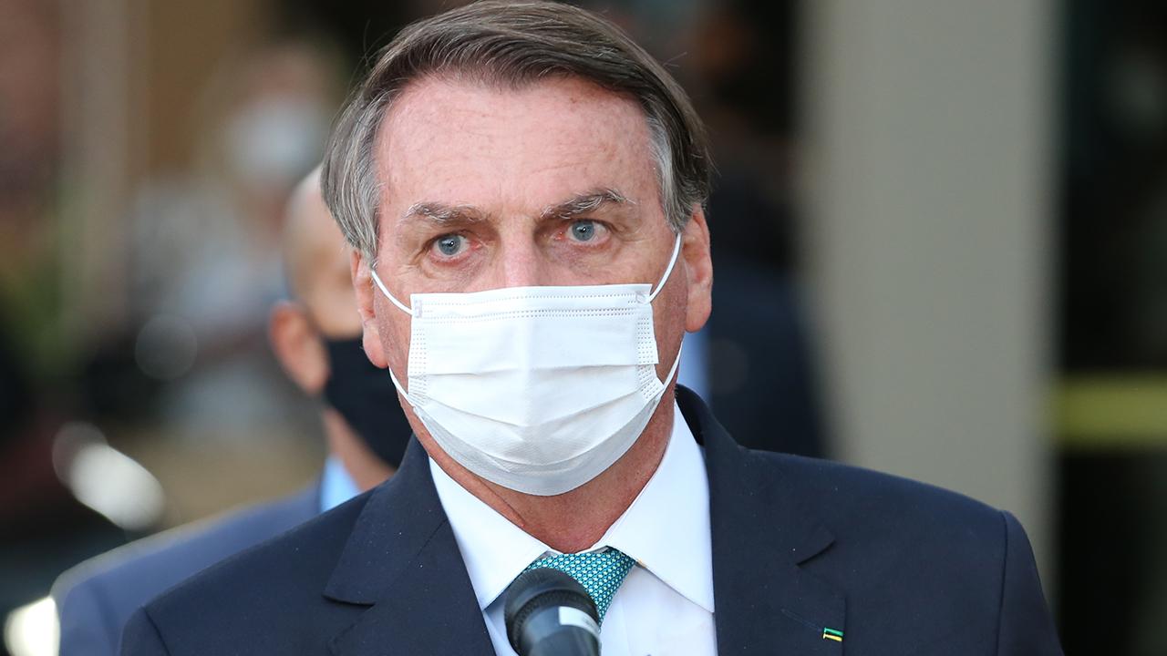 IMAGEM: 'Vou entregar provas de que o Aécio ganhou as eleições', diz Bolsonaro
