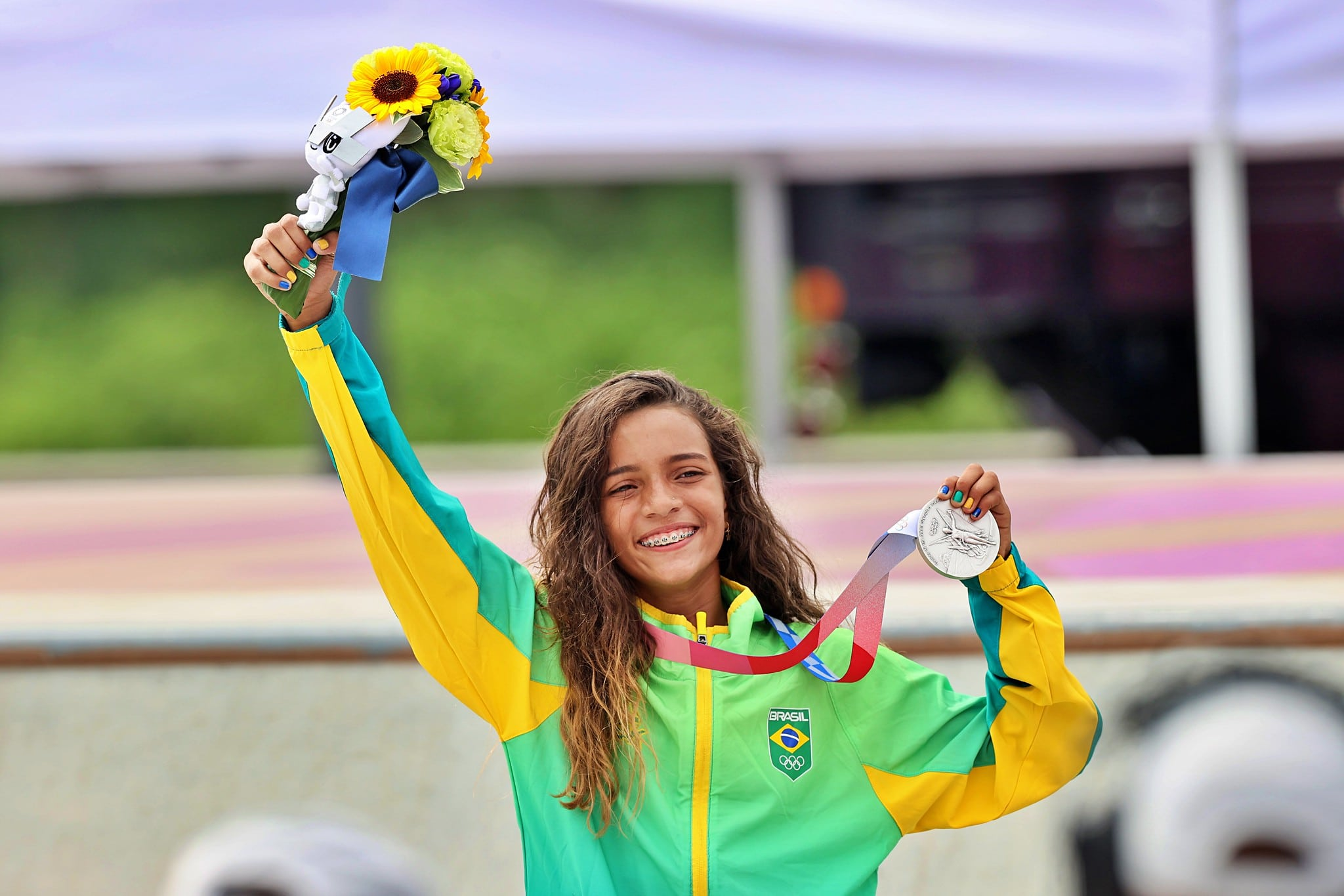 IMAGEM: Medalhista de 13 anos pede para fãs não irem a aeroporto por causa da Covid