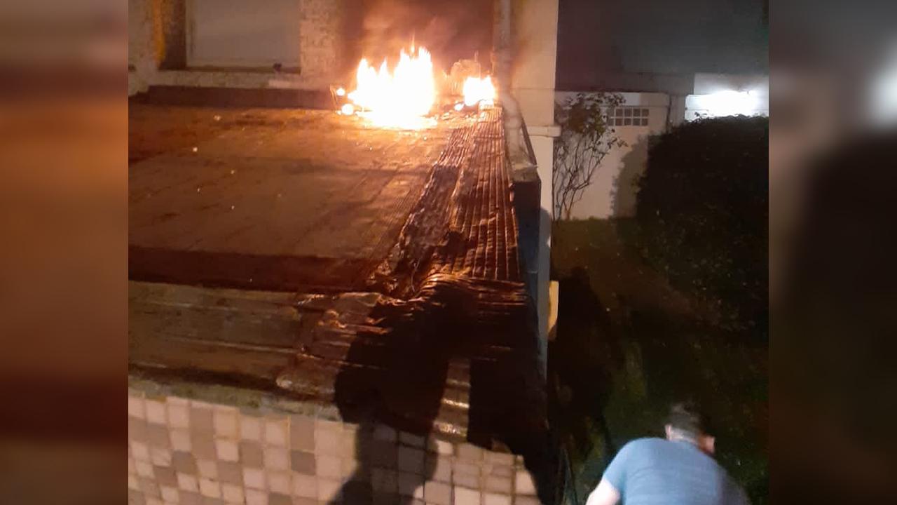 IMAGEM: Embaixada de Cuba em Paris é alvo de ataque com coquetéis molotov