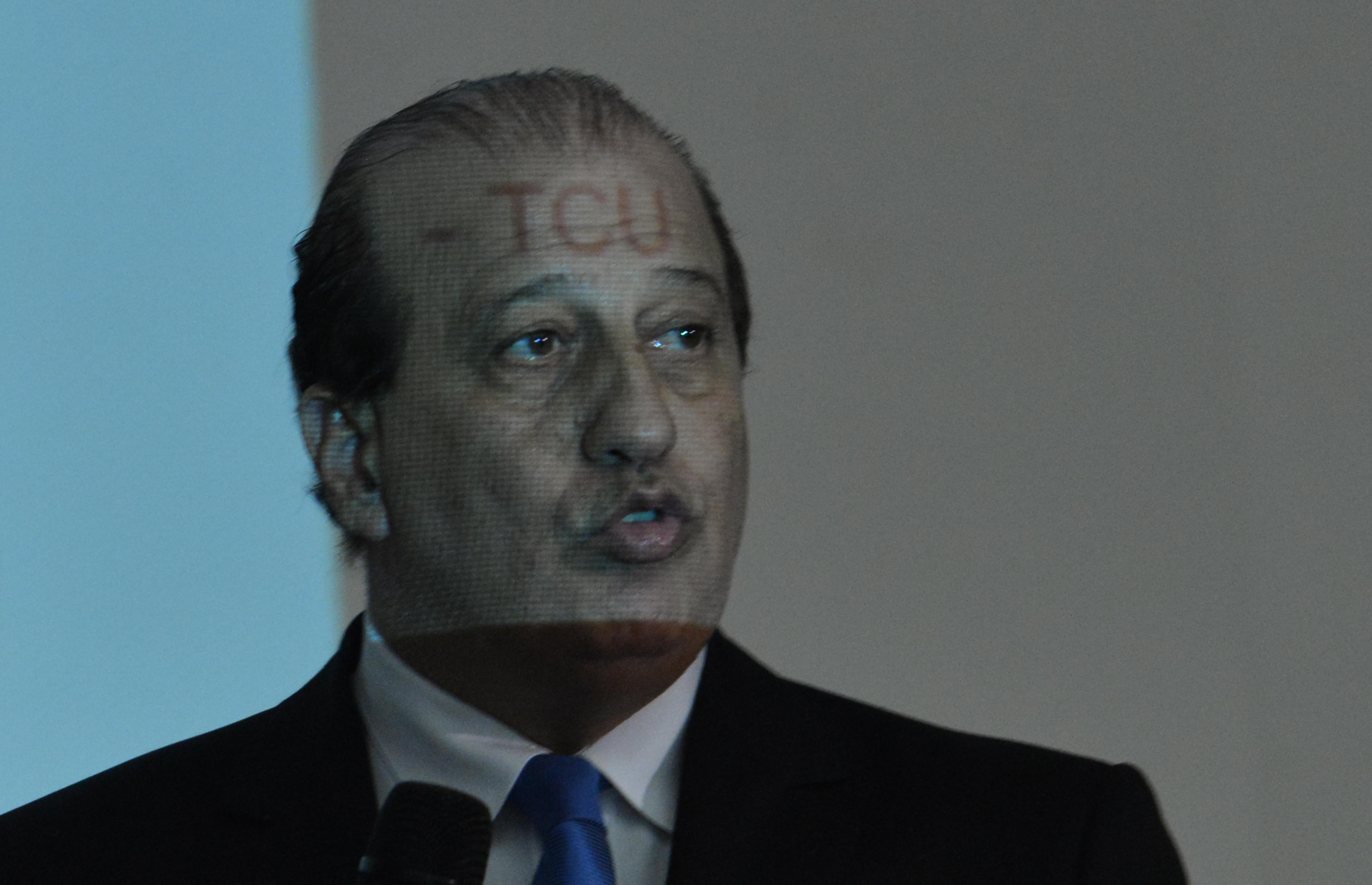 """IMAGEM: """"Maior parte do dinheiro público vai para o lixo"""", diz ministro do TCU"""