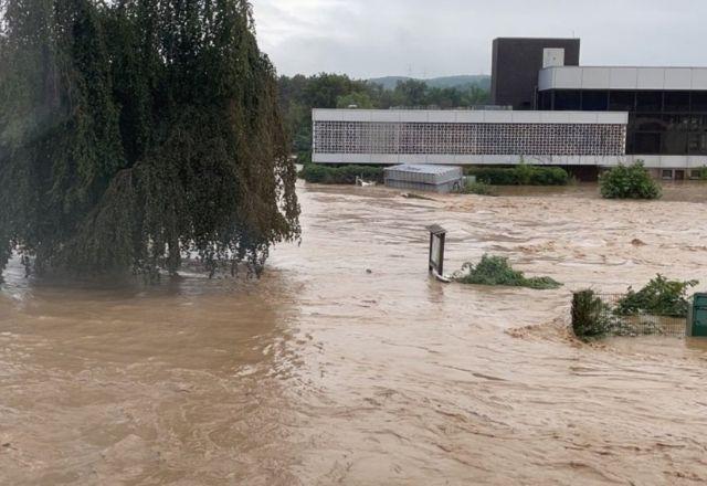 IMAGEM: Sobe para 196 o número de mortos após chuvas na Europa