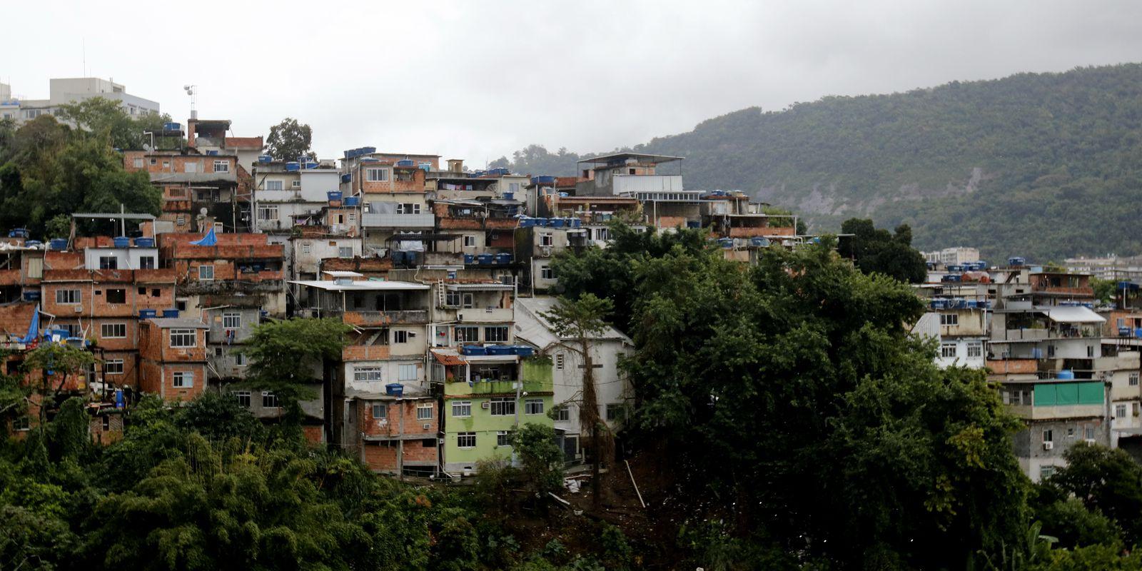IMAGEM: Rio inicia vacinação em massa no Complexo da Maré