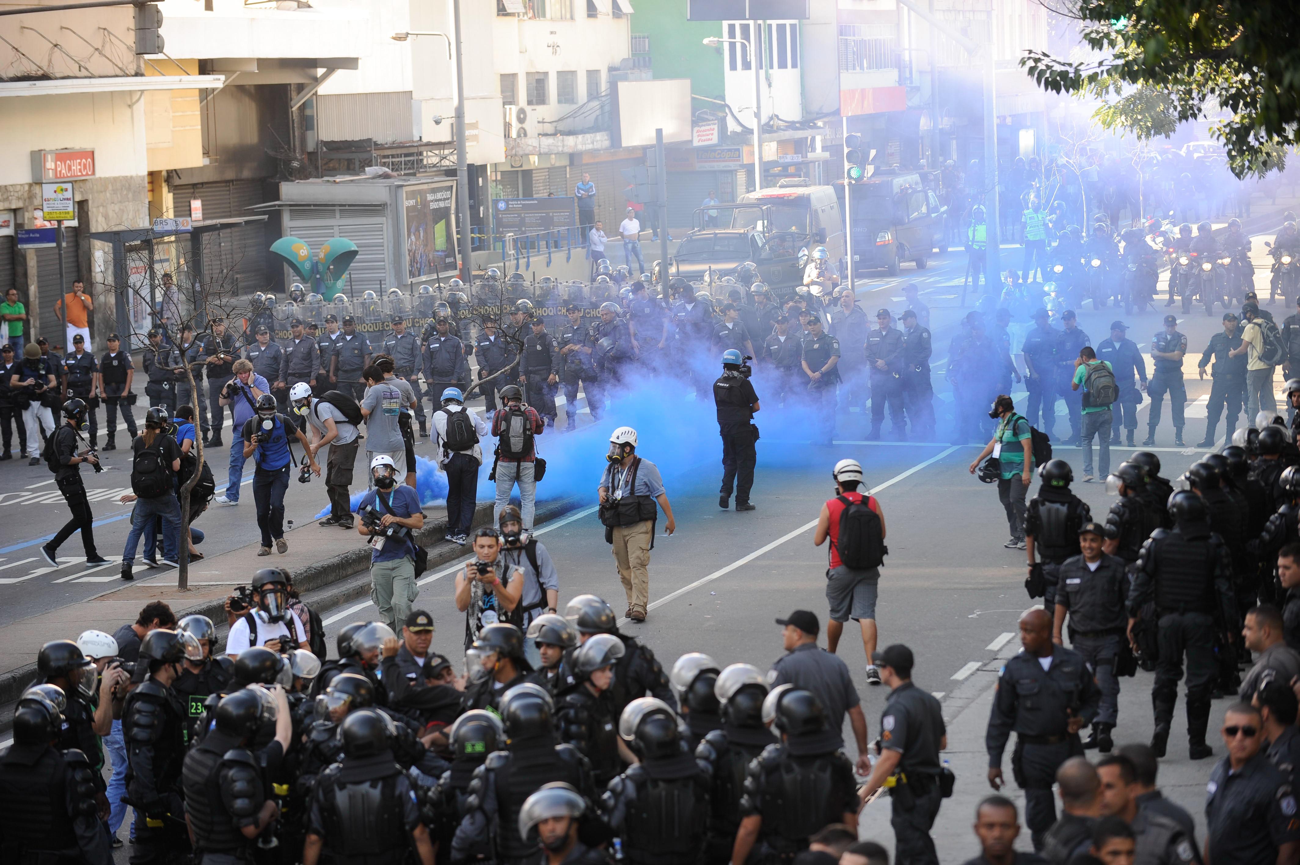 IMAGEM: RJ: Justiça nega pedido para proibir gás lacrimogêneo e balas de borracha em protestos